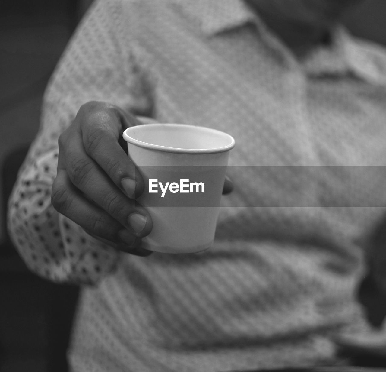 cup, drink, one person, mug, refreshment, coffee, food and drink, coffee cup, coffee - drink, real people, midsection, holding, human hand, focus on foreground, lifestyles, close-up, hand, indoors, leisure activity, warm clothing, non-alcoholic beverage, drinking, finger, crockery