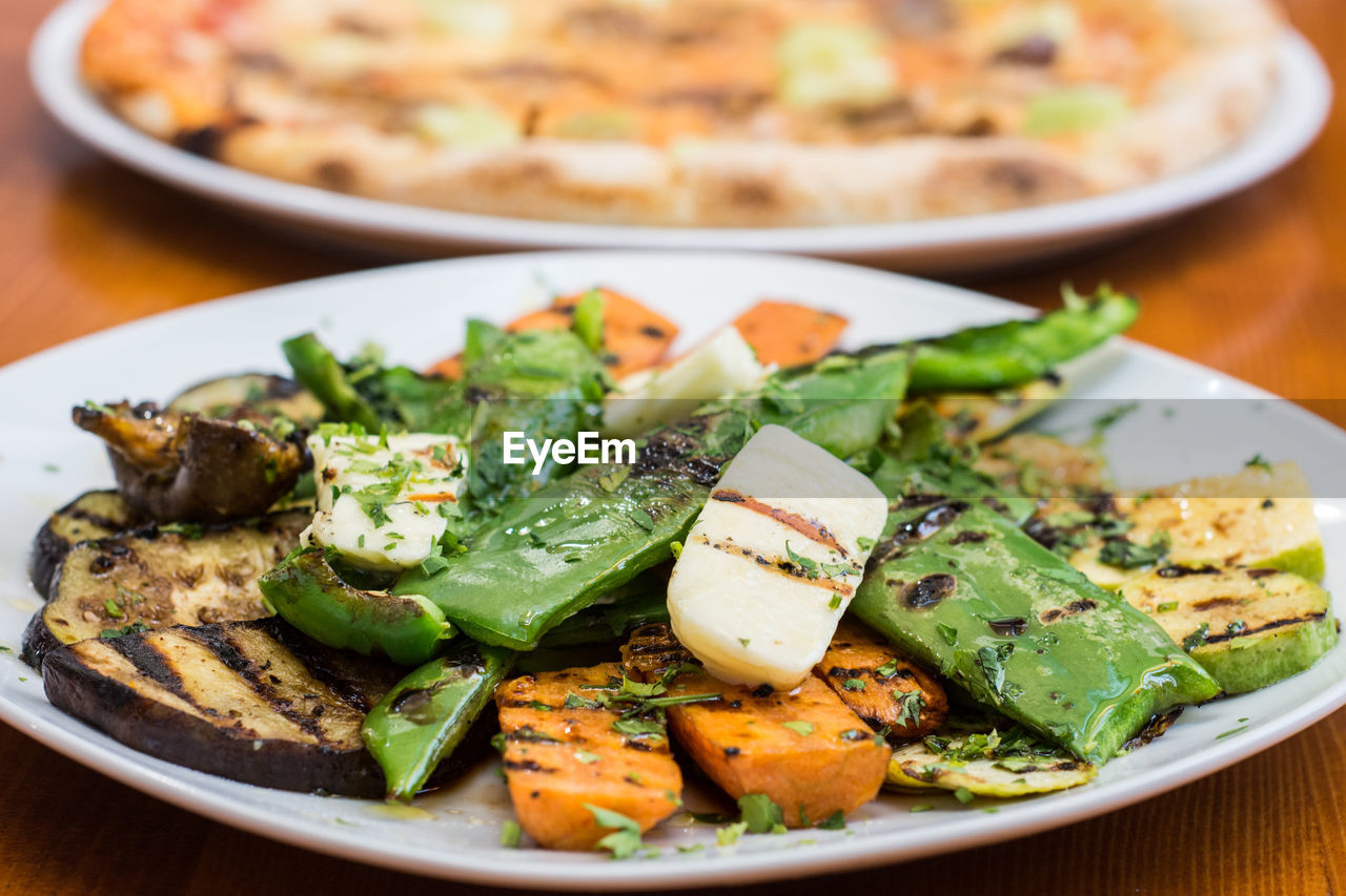 plate, food and drink, food, freshness, ready-to-eat, healthy eating, salad, indoors, close-up, no people, serving size, meal, vegetable, garnish, slice, day