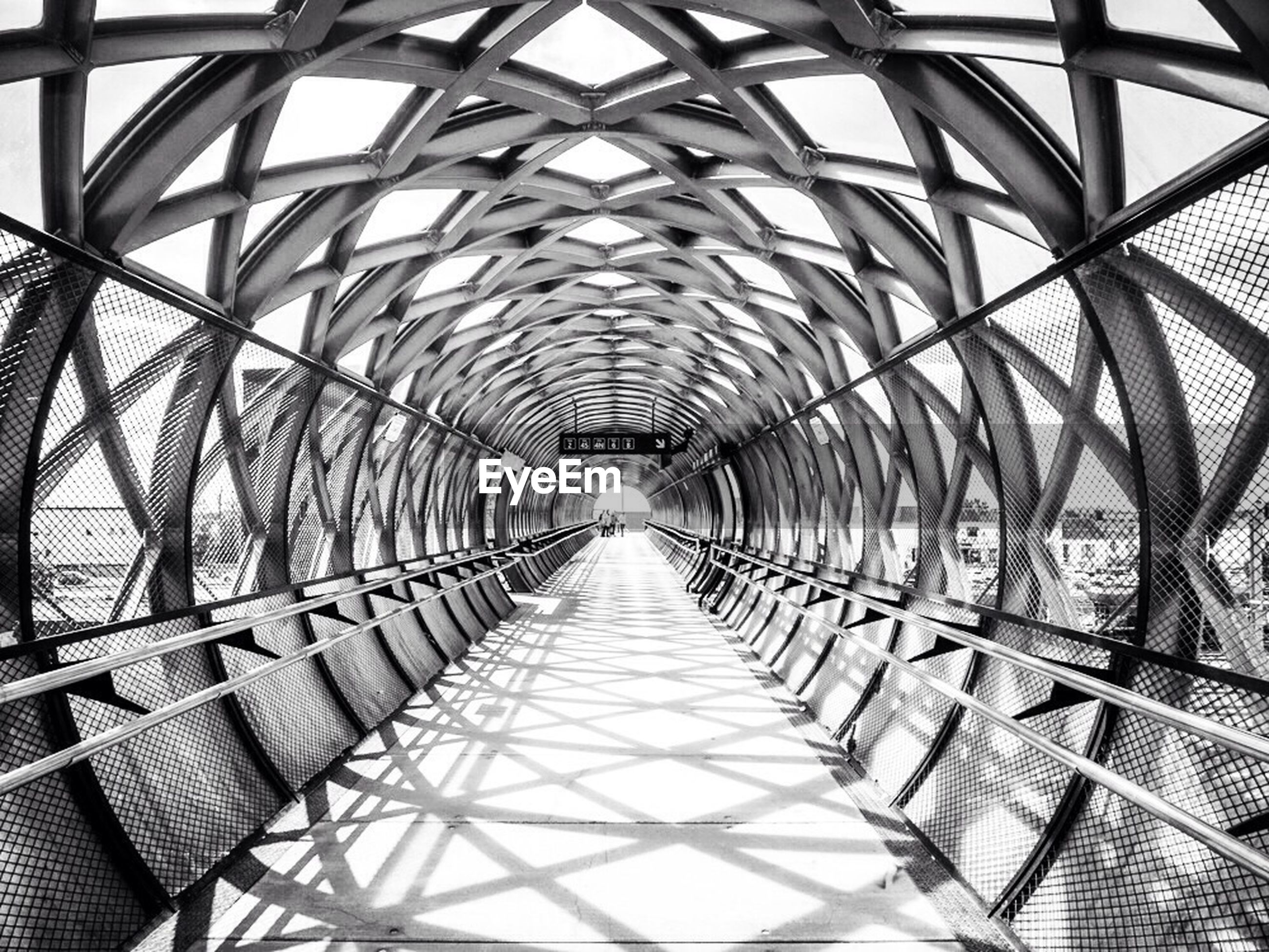 architecture, built structure, diminishing perspective, the way forward, vanishing point, metal, pattern, connection, indoors, bridge - man made structure, metallic, arch, footbridge, day, railing, ceiling, engineering, transportation, sky, long