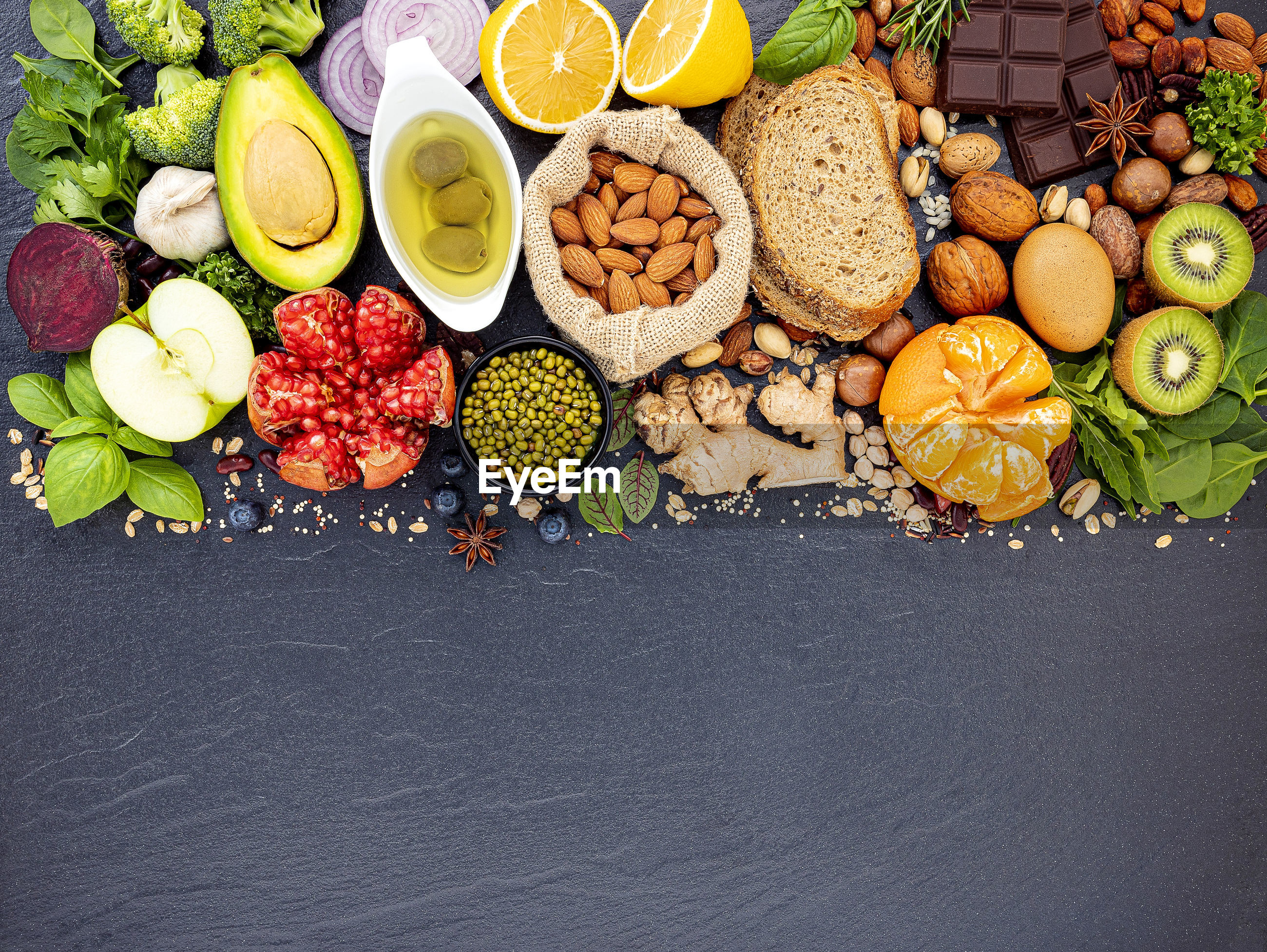 HIGH ANGLE VIEW OF FRUITS IN MARKET