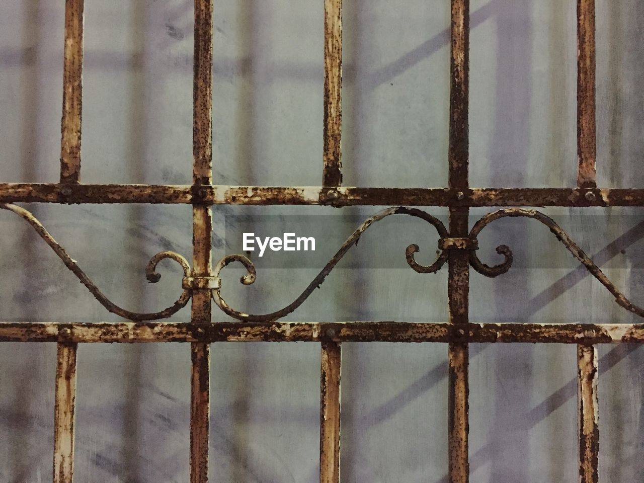 metal, full frame, security, closed, safety, close-up, backgrounds, protection, no people, pattern, rusty, metal grate, day, prison, outdoors, latch, security bar
