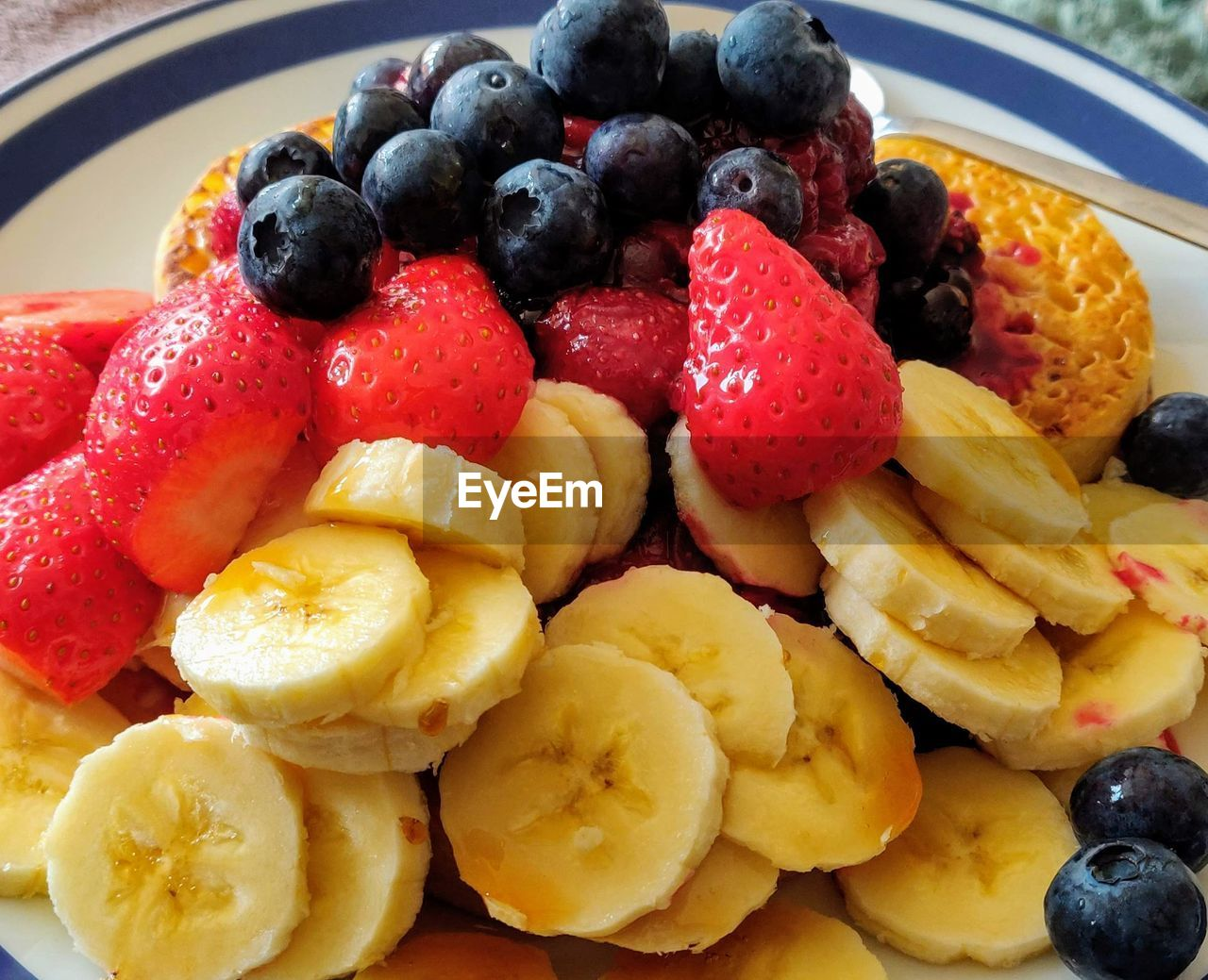 fruit, food, food and drink, healthy eating, berry fruit, freshness, blueberry, wellbeing, strawberry, still life, close-up, no people, ready-to-eat, indoors, raspberry, banana, breakfast, sweet food, plate, indulgence, fruit salad, temptation, ripe, snack