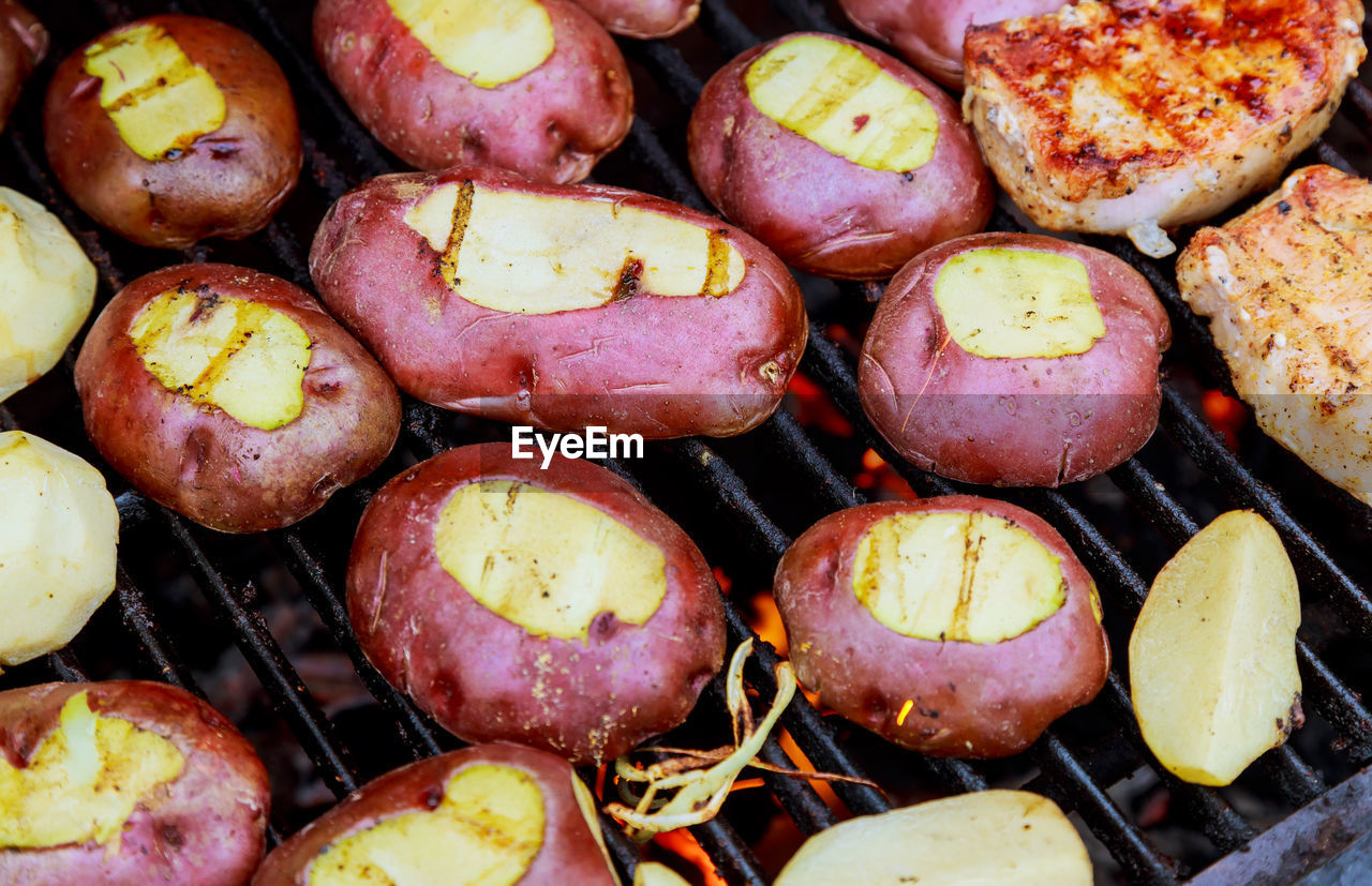 food and drink, food, freshness, full frame, backgrounds, no people, barbecue, high angle view, still life, ready-to-eat, healthy eating, wellbeing, close-up, grilled, vegetable, barbecue grill, meat, preparation, large group of objects, indoors, preparing food, temptation, snack