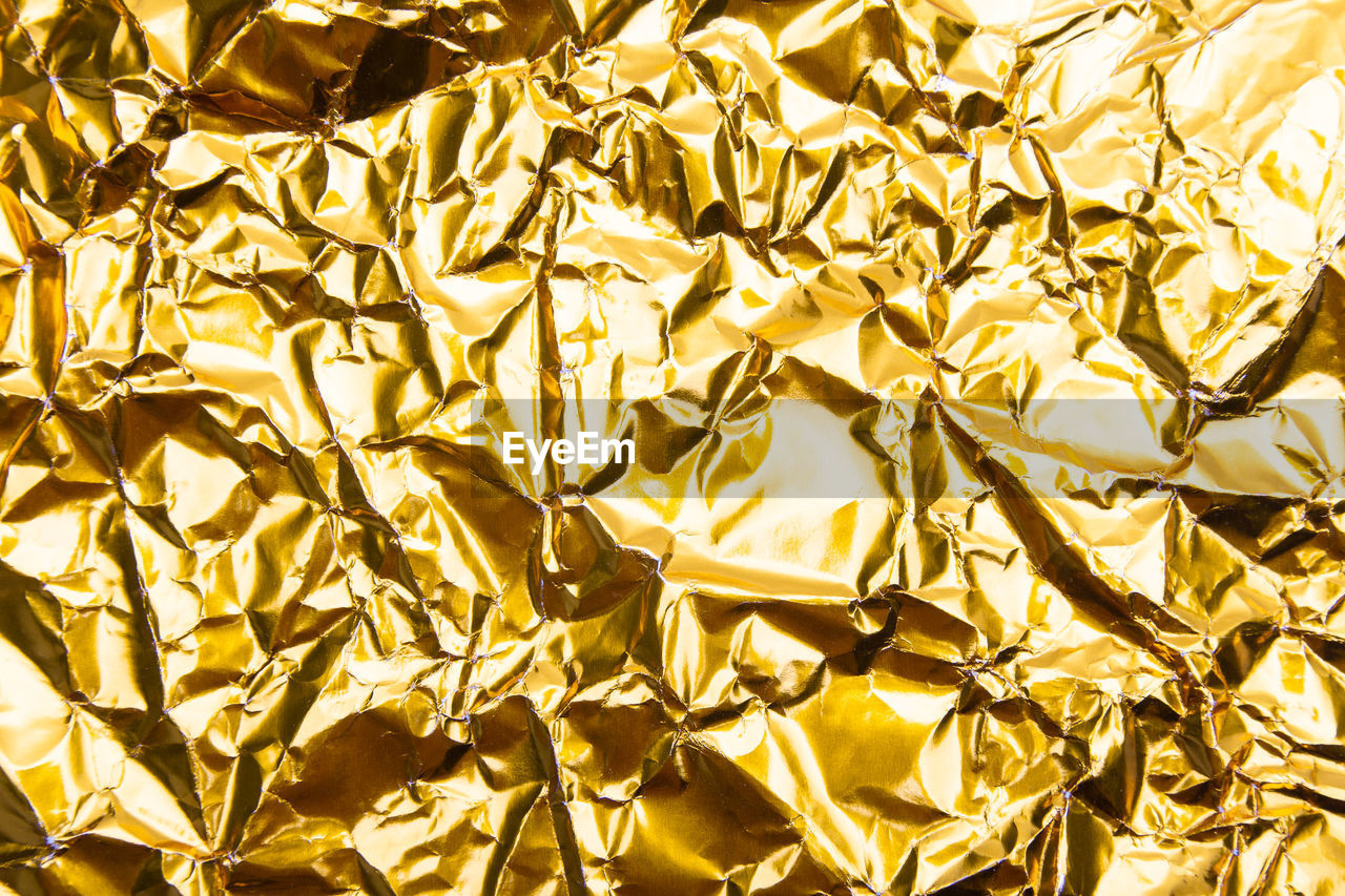 gold colored, backgrounds, full frame, shiny, yellow, no people, gold, crumpled, paper, foil - material, pattern, close-up, textured, aluminum, wrinkled, metal, indoors, high angle view, crumpled paper, abstract, silver colored, luxury