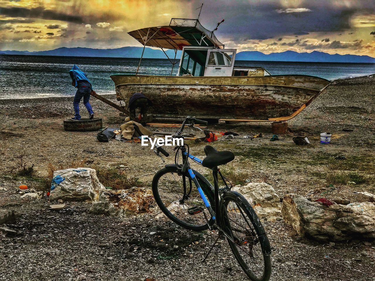 transportation, bicycle, mode of transportation, water, land, sea, land vehicle, beach, men, real people, sky, full length, nature, people, cloud - sky, day, nautical vessel, outdoors, activity