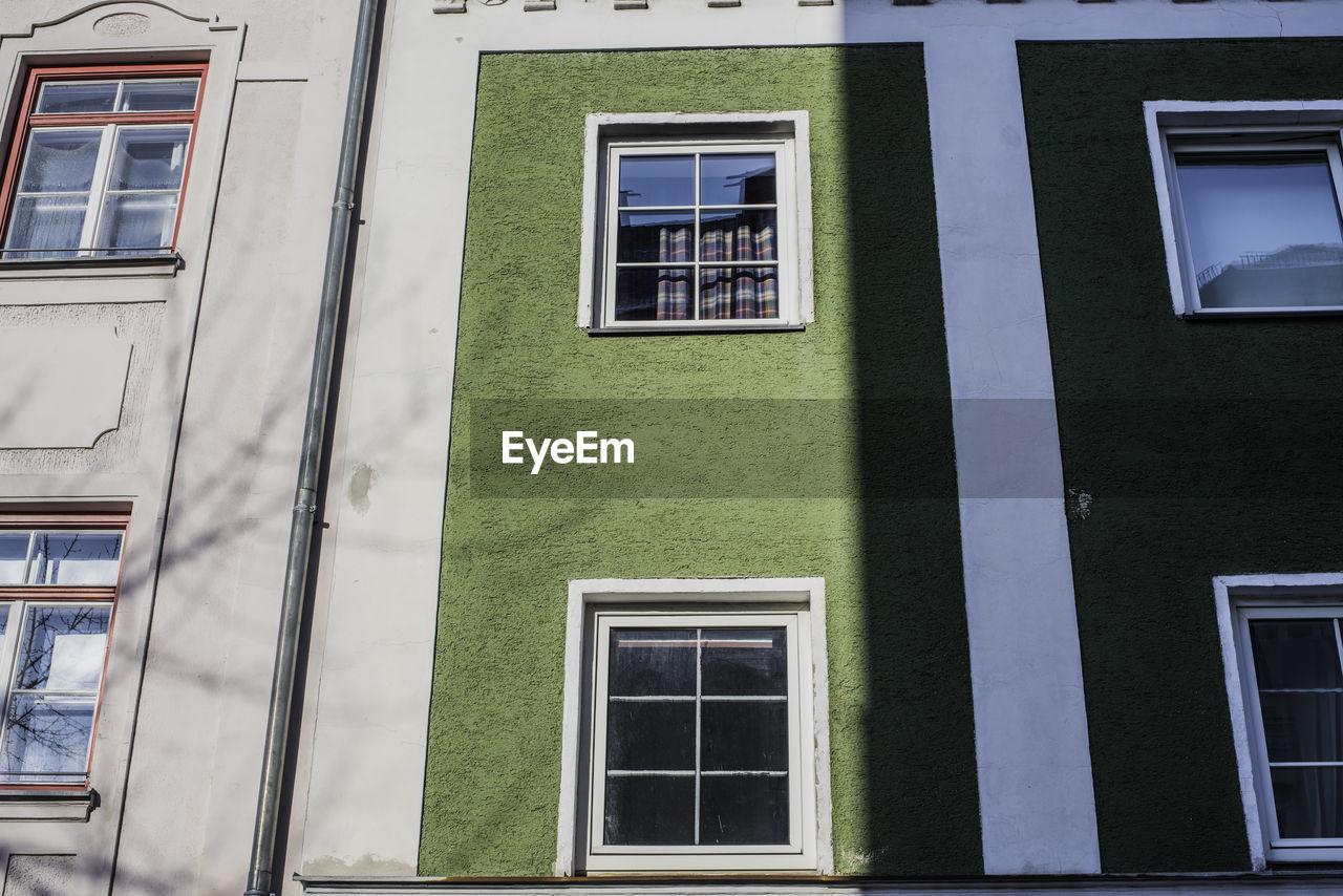 window, building exterior, architecture, built structure, no people, day, outdoors, close-up