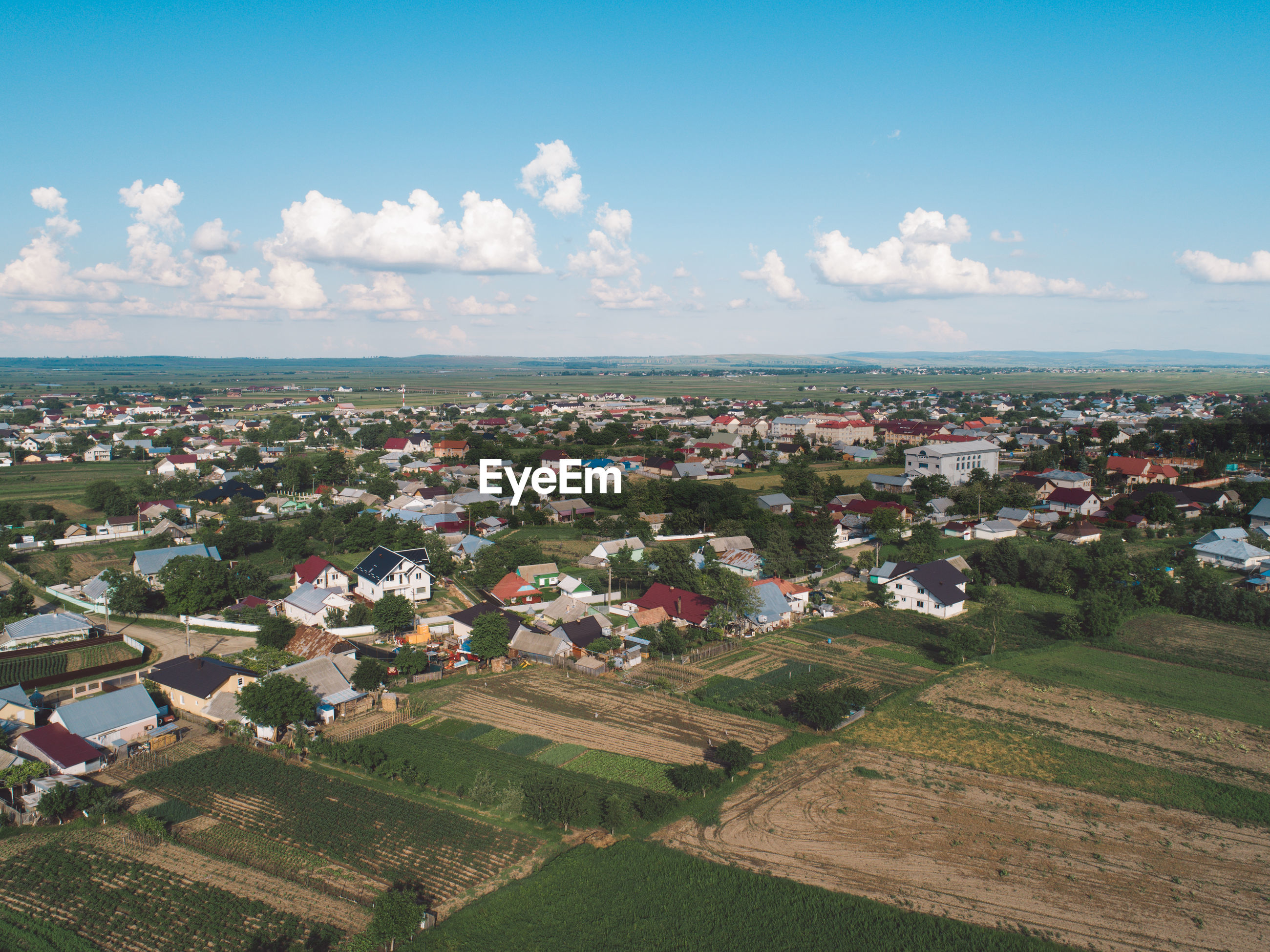 HIGH ANGLE VIEW OF AGRICULTURAL LANDSCAPE AGAINST SKY