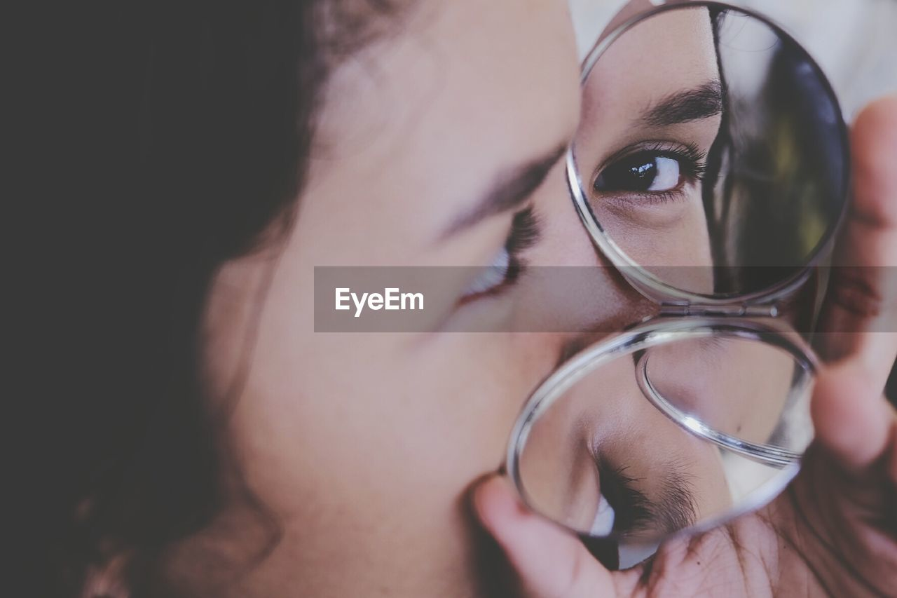 eyeglasses, human eye, one person, real people, human face, close-up, glasses, lifestyles, looking at camera, eyesight, portrait, young adult, young women, indoors, human body part, day, eyeball