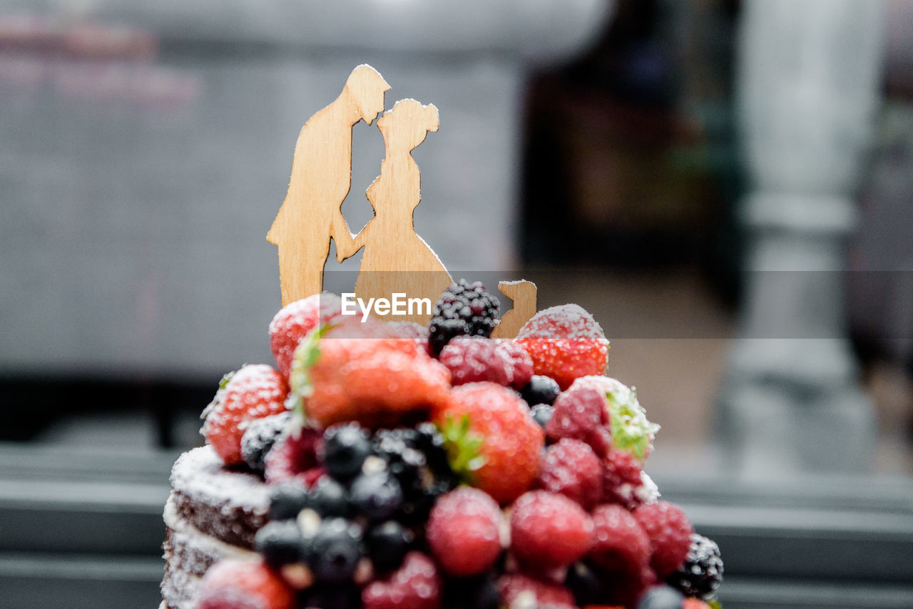 food, food and drink, fruit, berry fruit, healthy eating, freshness, focus on foreground, close-up, indulgence, wellbeing, sweet food, no people, still life, temptation, day, sweet, blueberry, ready-to-eat, raspberry, dessert
