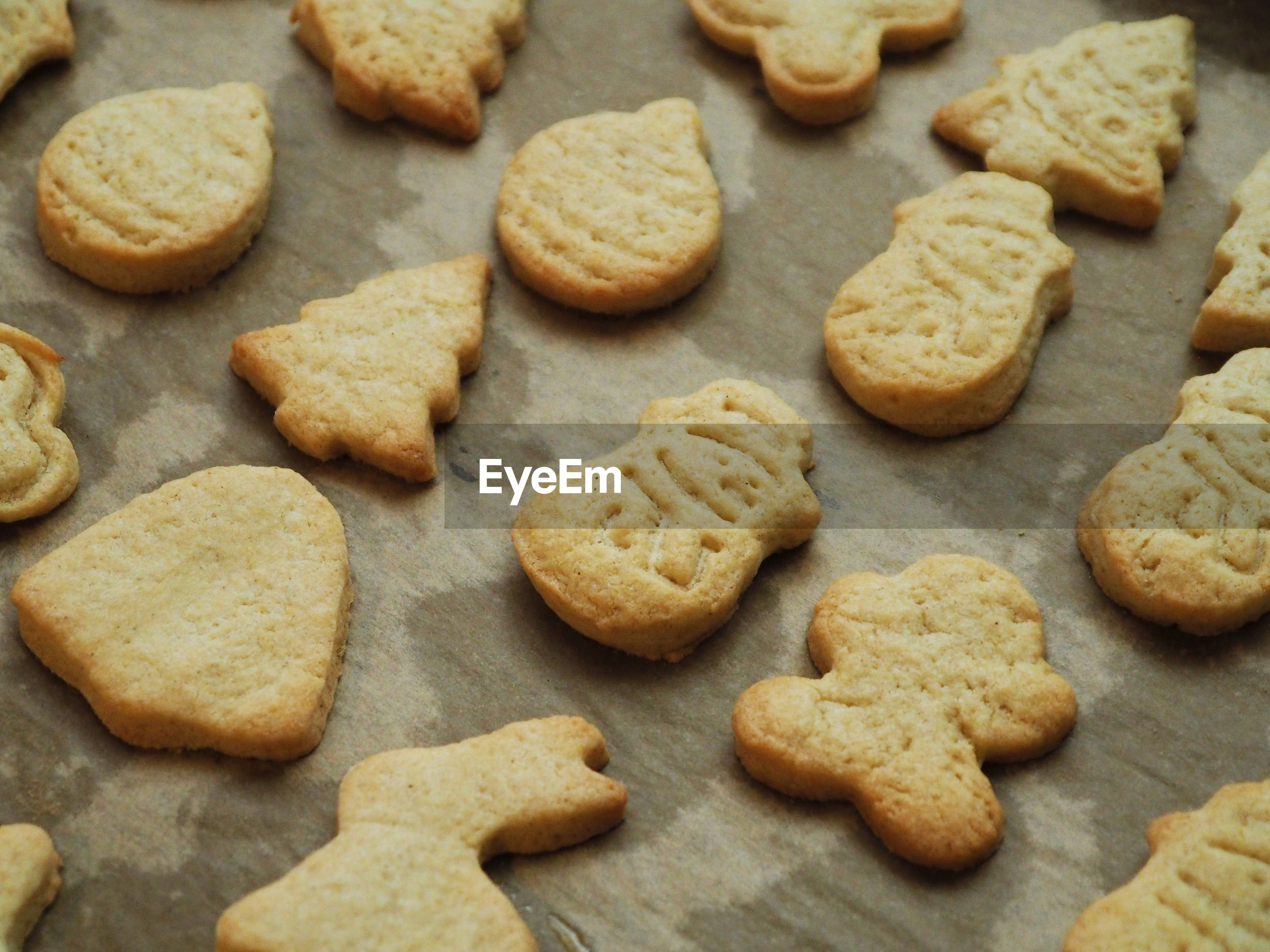 HIGH ANGLE VIEW OF COOKIES ON PEBBLES