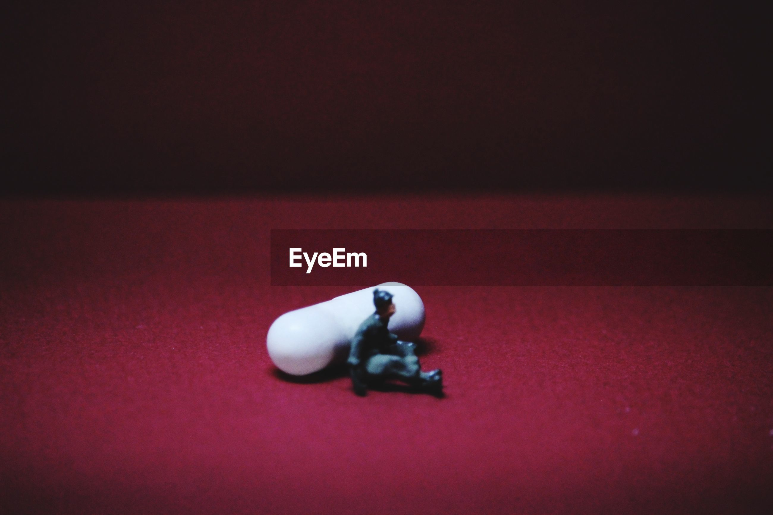 HIGH ANGLE VIEW OF STUFFED TOY ON TABLE AT HOME