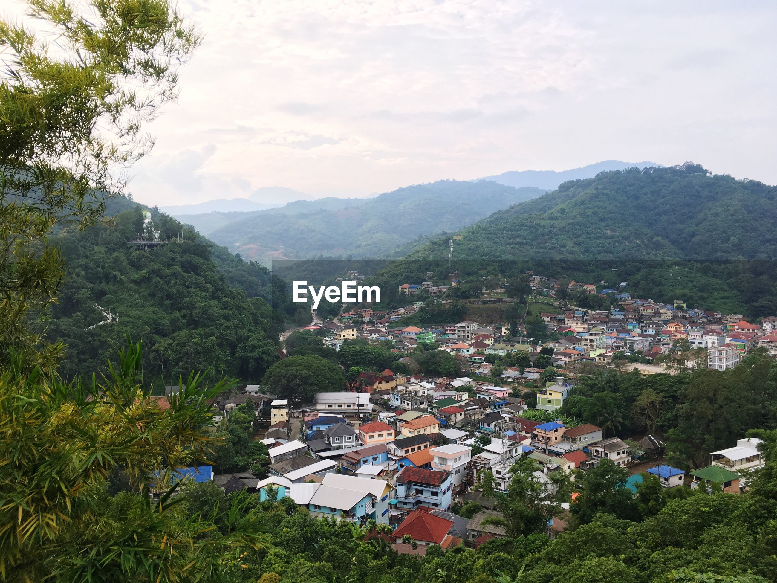 HIGH ANGLE VIEW OF TOWNSCAPE BY MOUNTAINS