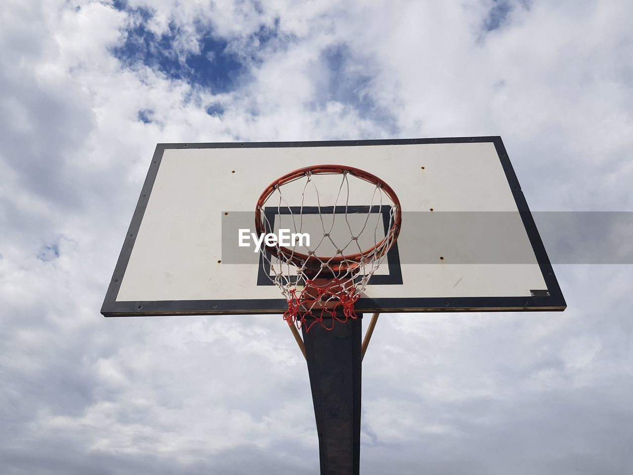 LOW ANGLE VIEW OF BASKETBALL AGAINST SKY
