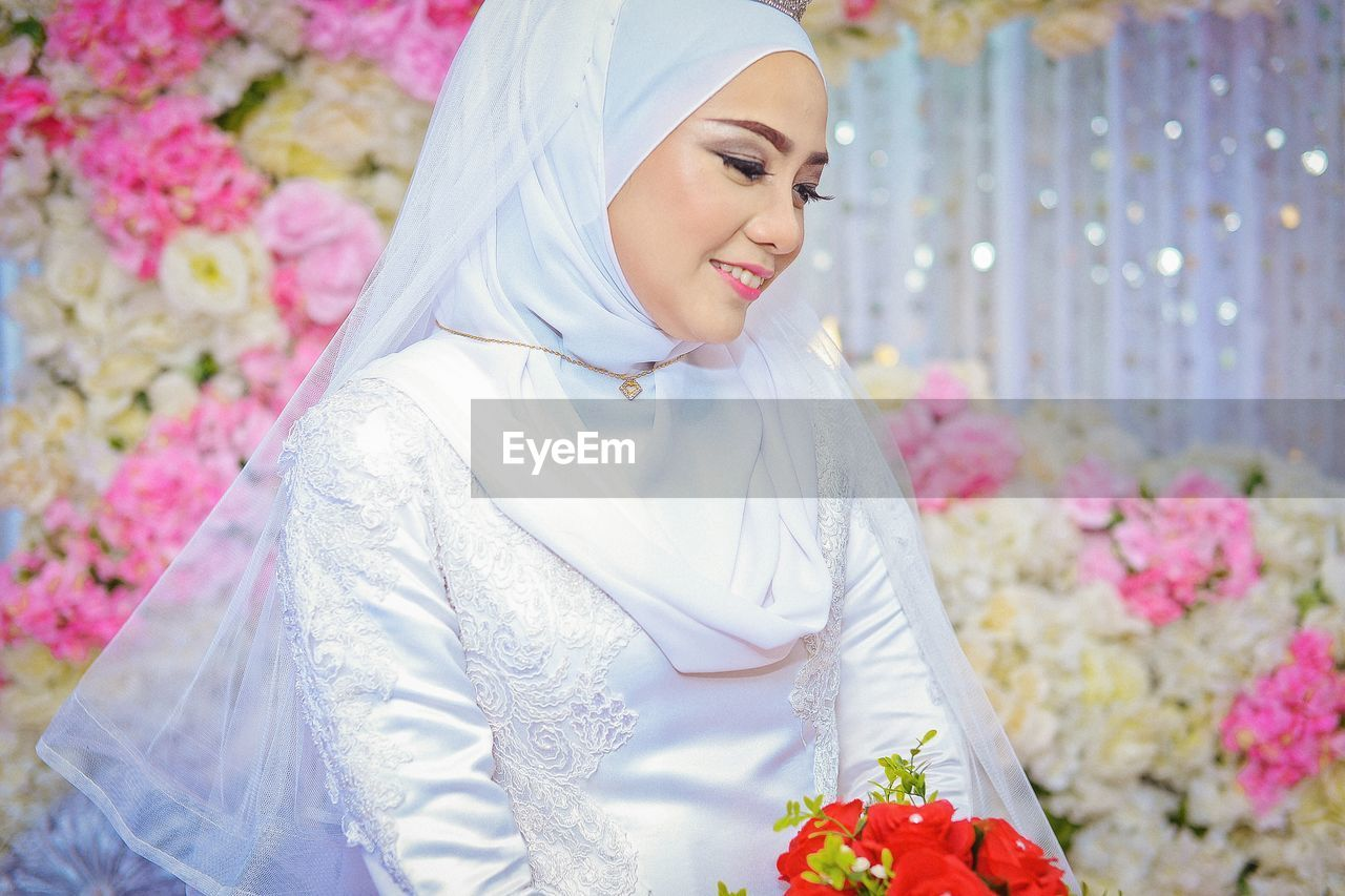 flower, flowering plant, real people, young women, young adult, women, smiling, lifestyles, plant, one person, beautiful woman, beauty, leisure activity, front view, adult, focus on foreground, emotion, happiness, hijab, bouquet, flower arrangement