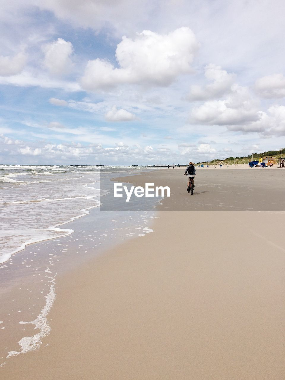 beach, land, sea, sky, water, cloud - sky, sand, beauty in nature, scenics - nature, nature, day, incidental people, wave, horizon, real people, motion, tranquility, non-urban scene, people, outdoors, horizon over water