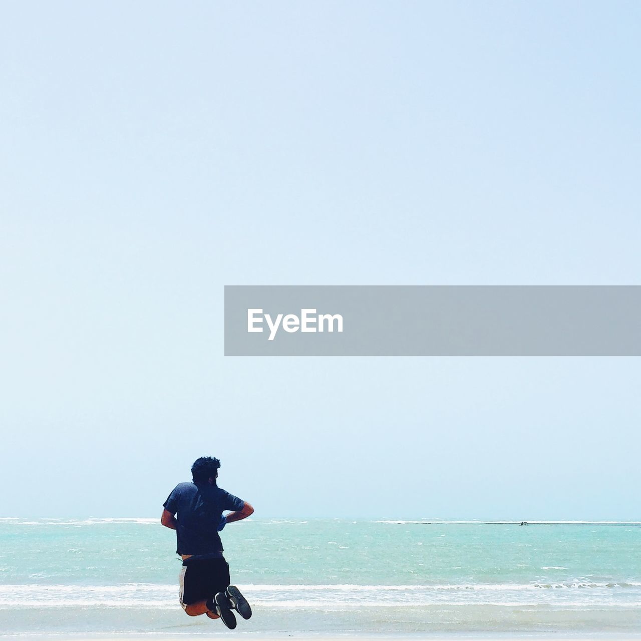 sea, water, real people, horizon over water, copy space, one person, clear sky, nature, leisure activity, lifestyles, scenics, beach, beauty in nature, outdoors, rear view, day, standing, men, tranquil scene, weekend activities, vacations, sky, tranquility, full length, young adult, adult, people