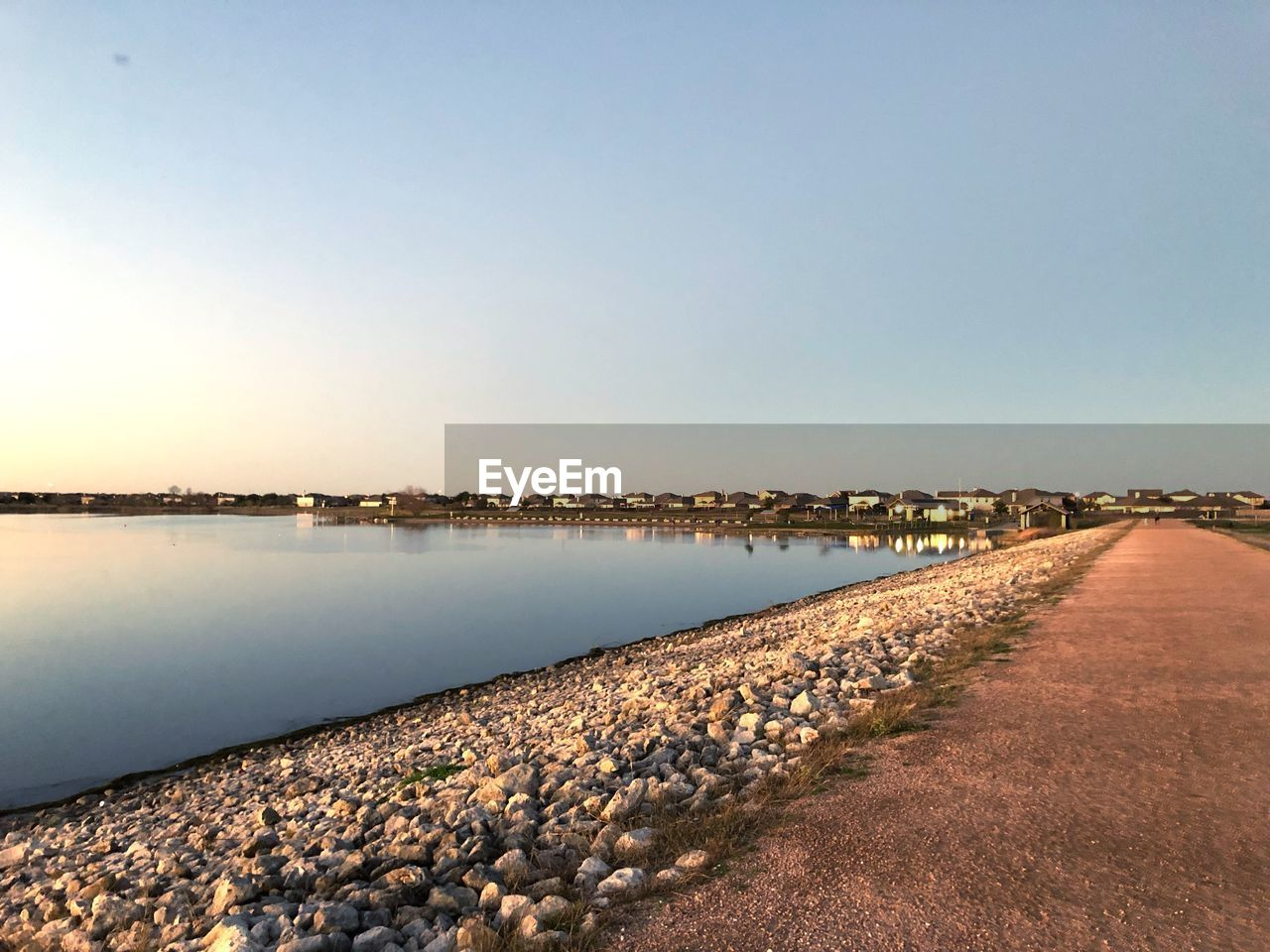 water, sky, tranquility, tranquil scene, scenics - nature, nature, beauty in nature, clear sky, copy space, no people, solid, day, rock, idyllic, lake, non-urban scene, outdoors, beach, groyne