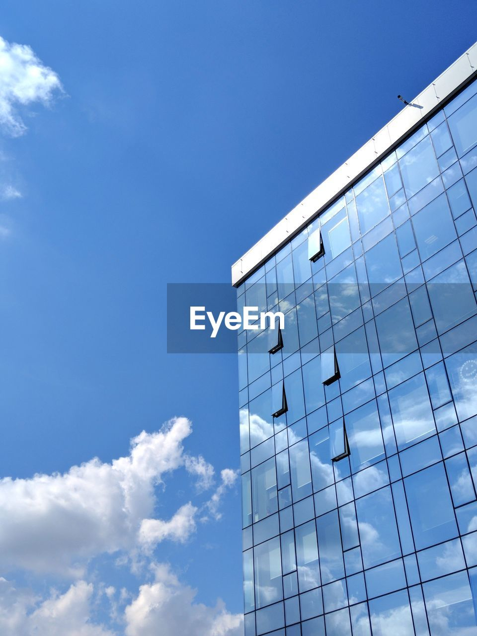 sky, built structure, architecture, cloud - sky, low angle view, building exterior, blue, building, day, nature, no people, modern, city, sunlight, office building exterior, office, outdoors, glass - material, tall - high, pattern, skyscraper