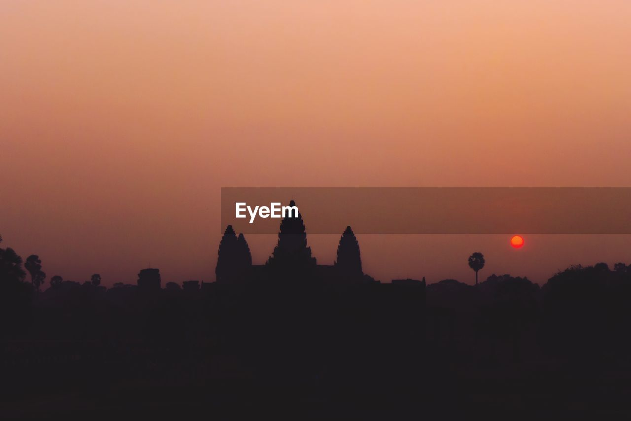 sky, sunset, silhouette, orange color, beauty in nature, scenics - nature, tranquil scene, nature, no people, place of worship, tranquility, architecture, copy space, religion, belief, built structure, spirituality, history, building exterior, outdoors, ancient civilization, archaeology