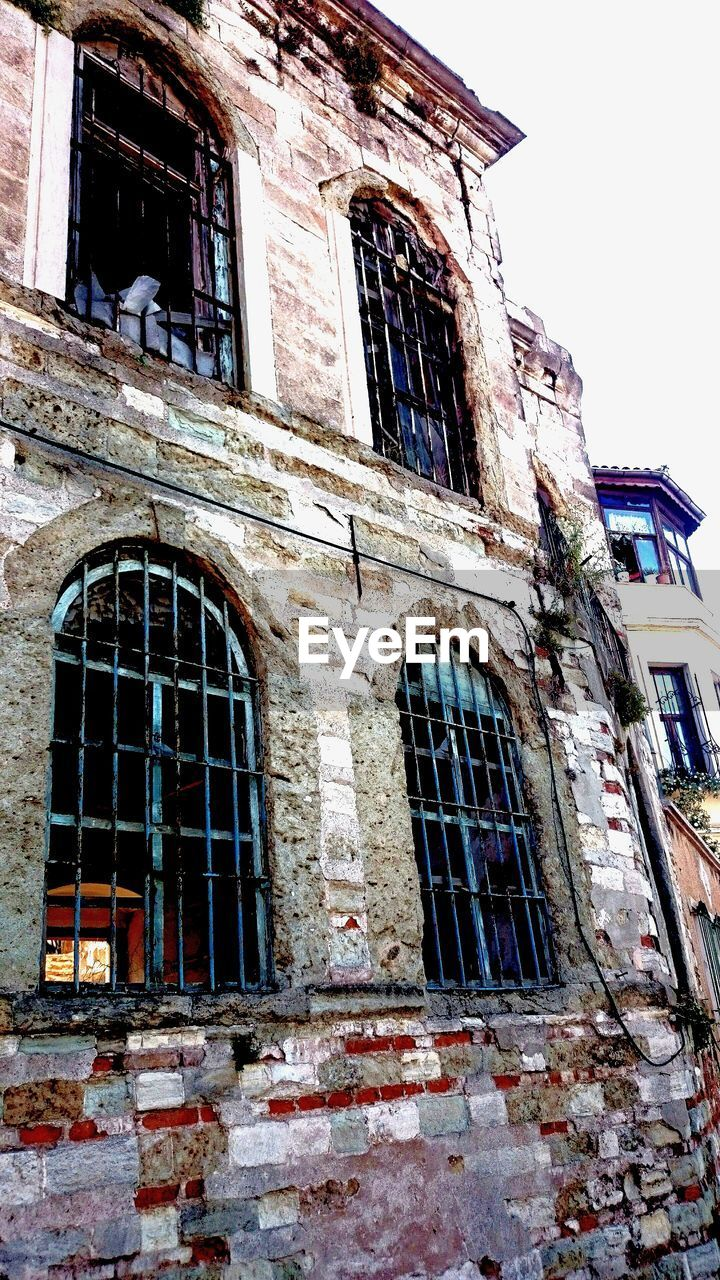 architecture, window, building exterior, abandoned, built structure, no people, day, low angle view, outdoors