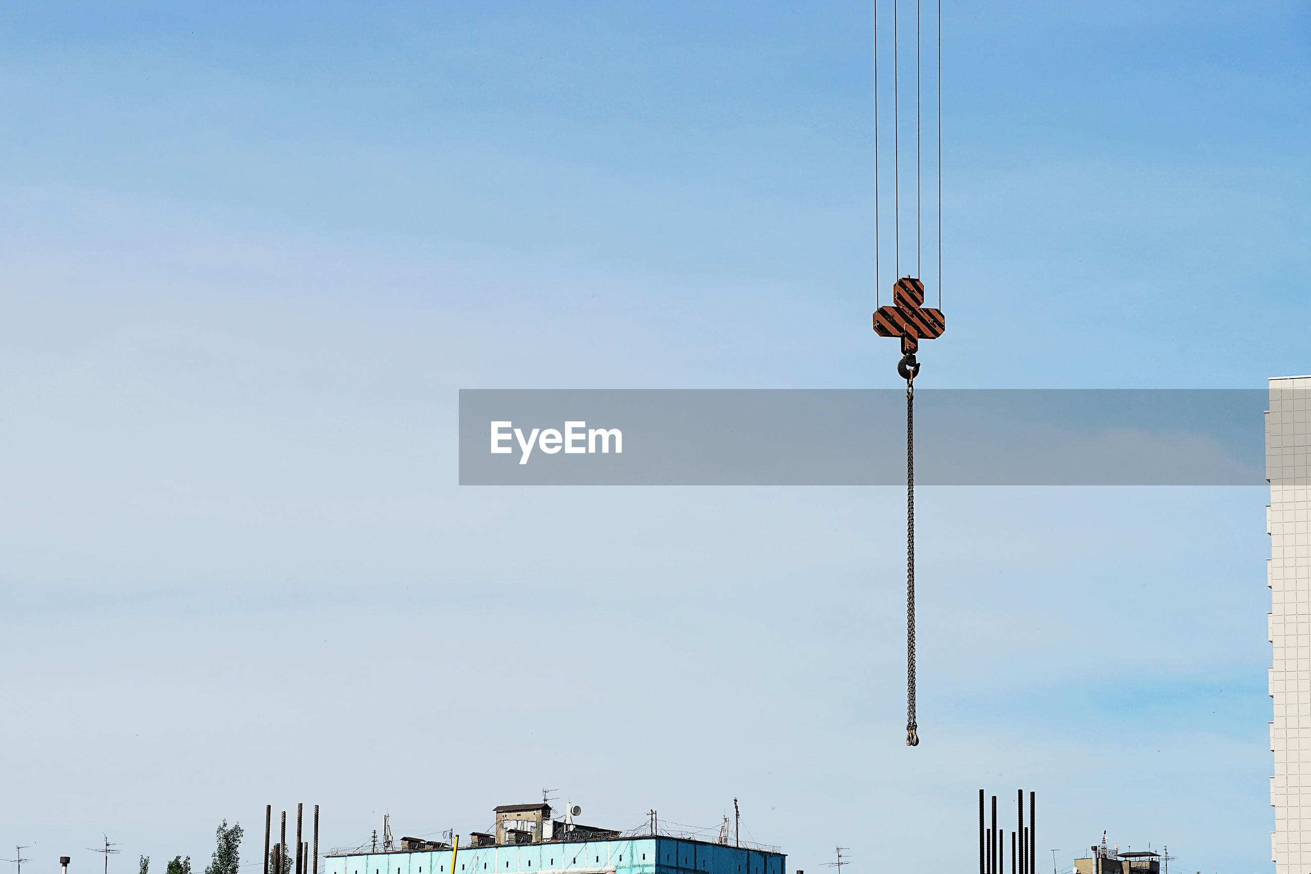 LOW ANGLE VIEW OF BIRD ON POLE AGAINST SKY