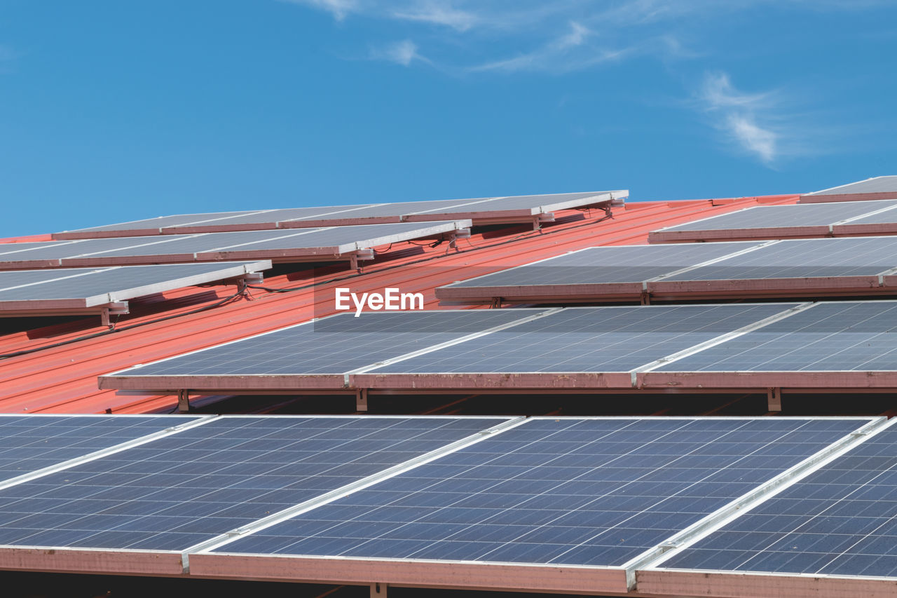 solar panel, sky, solar energy, technology, renewable energy, alternative energy, fuel and power generation, environmental conservation, environment, sunlight, architecture, solar equipment, nature, solar power station, blue, roof, day, electricity, outdoors, built structure, power supply, sustainable resources, economy