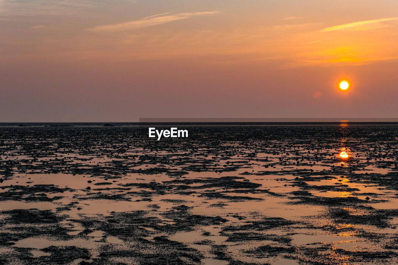 sky, sunset, scenics - nature, sea, water, beauty in nature, horizon over water, orange color, horizon, tranquility, land, sun, tranquil scene, nature, idyllic, beach, no people, reflection, non-urban scene, outdoors