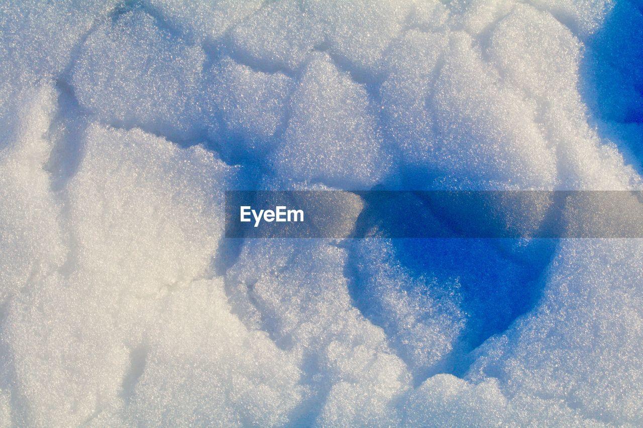 HIGH ANGLE VIEW OF SNOW ON ICE