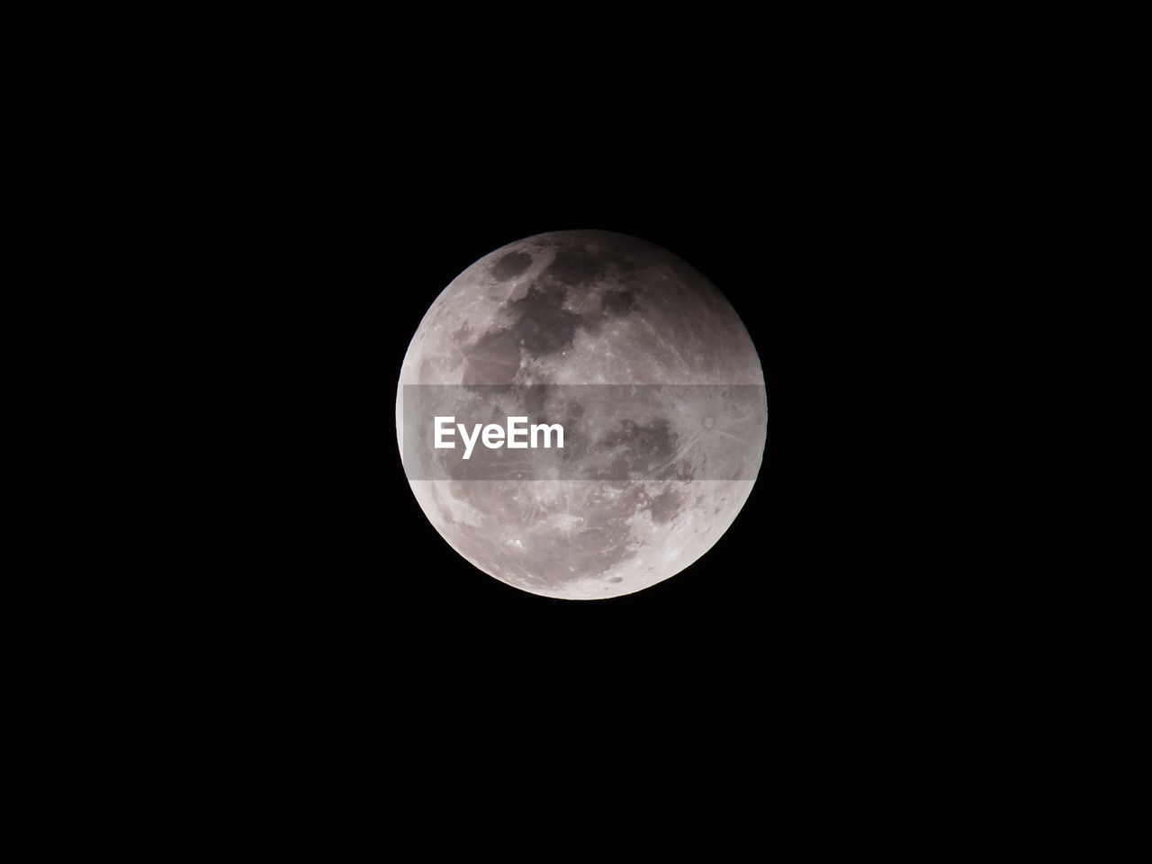 moon, night, moon surface, full moon, astronomy, beauty in nature, planetary moon, nature, low angle view, copy space, scenics, no people, tranquility, clear sky, outdoors, sky, space, close-up
