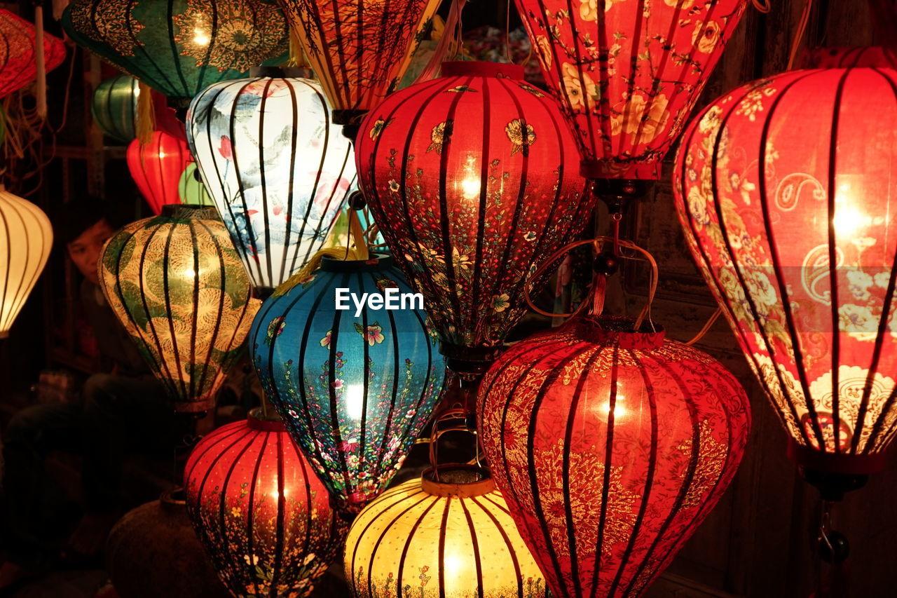 lighting equipment, illuminated, hanging, lantern, night, chinese lantern, celebration, no people, indoors, variation, large group of objects, red, full frame, christmas decoration