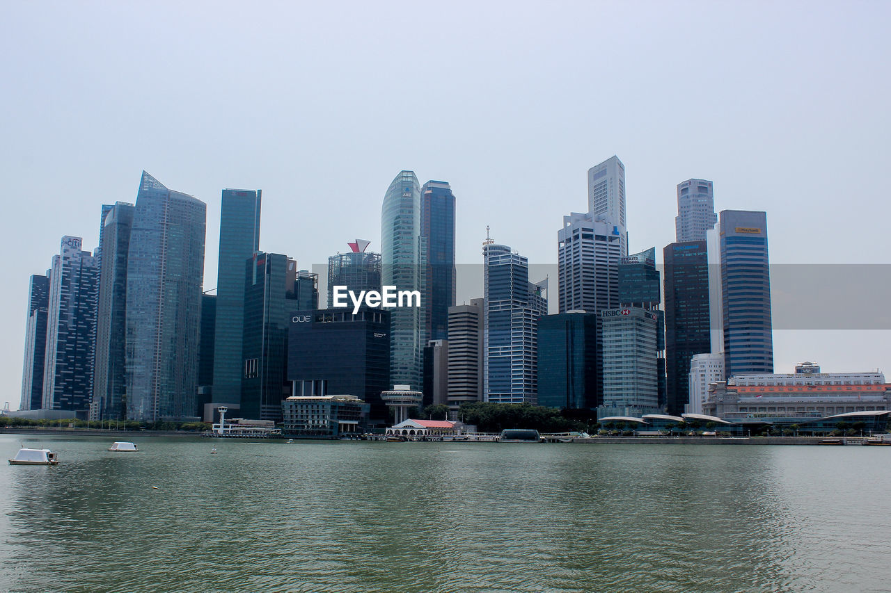 VIEW OF RIVER AND SKYSCRAPERS IN CITY