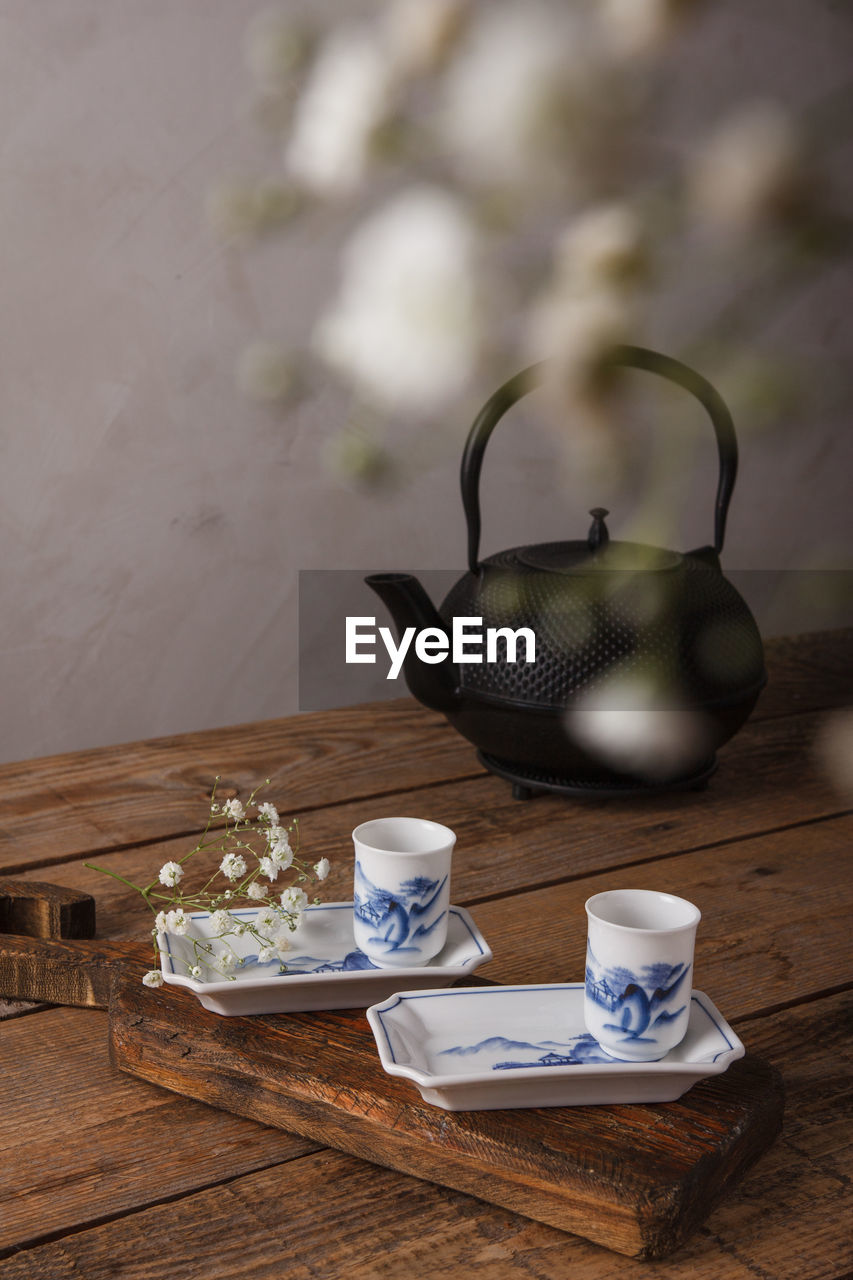 COFFEE CUP ON TABLE AT HOME