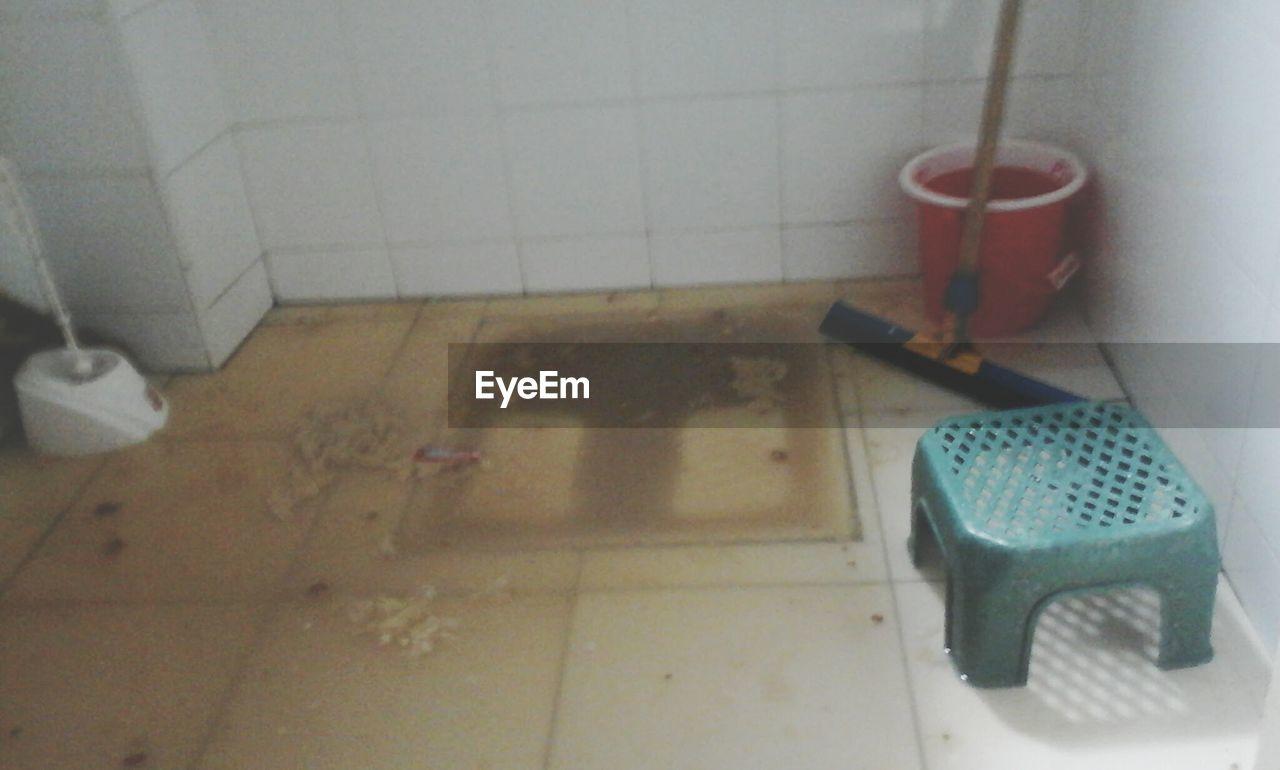 indoors, tile, tiled floor, absence, no people, hygiene, bathroom, hanging, domestic room, day, toilet bowl