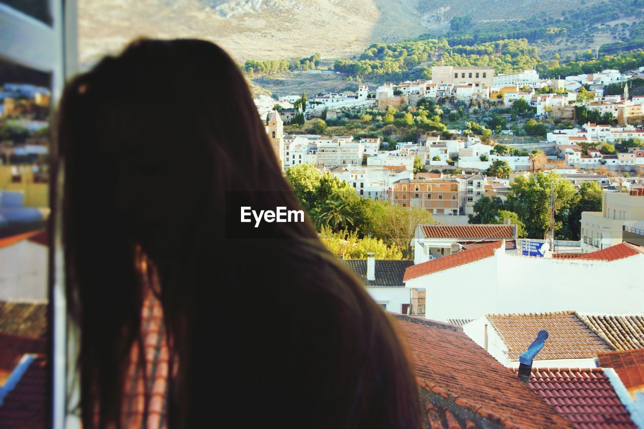 Woman with long hair against cityscape