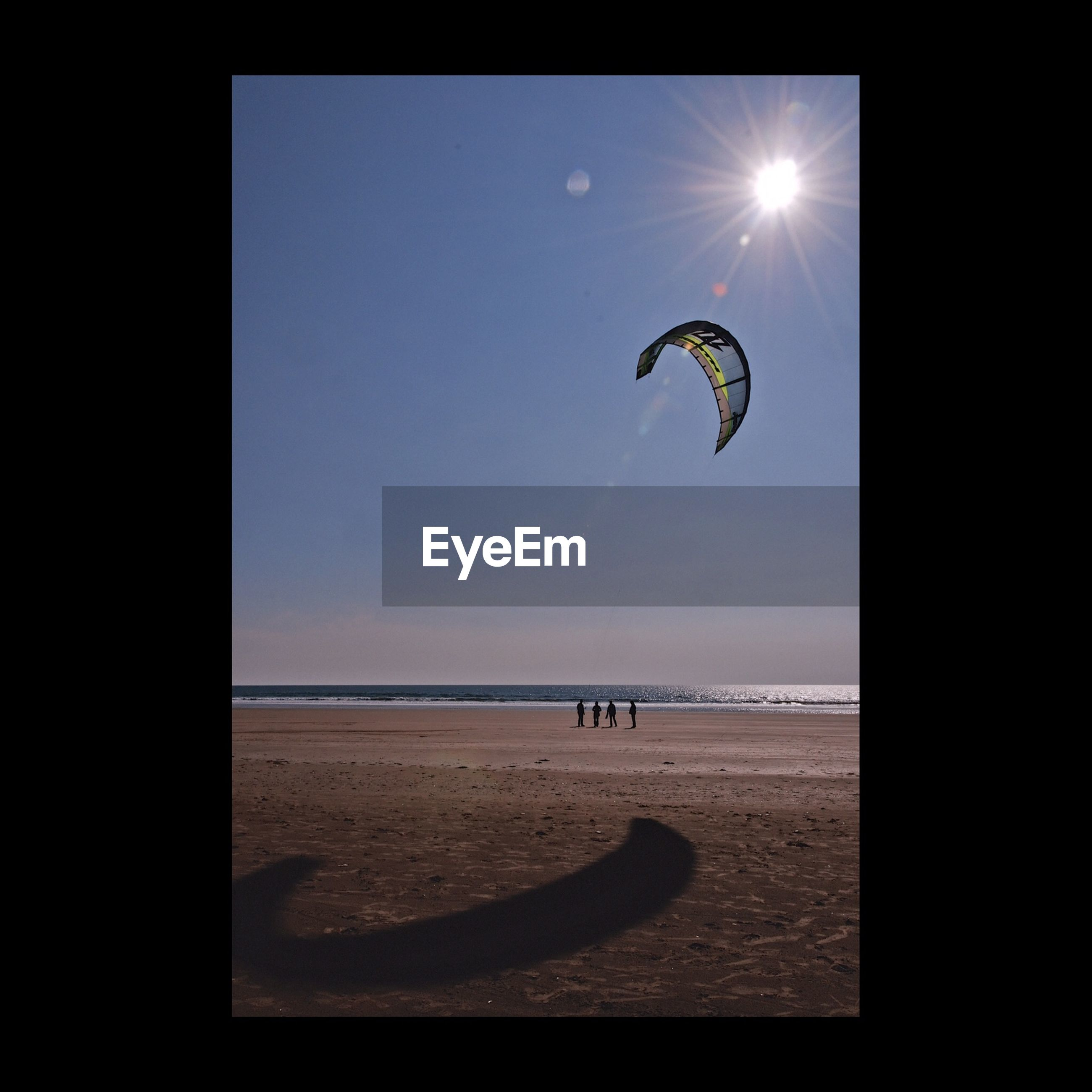 sea, beach, horizon over water, water, scenics, leisure activity, flying, mid-air, parachute, sky, tranquility, shore, sport, extreme sports, tranquil scene, beauty in nature, vacations, lifestyles, adventure