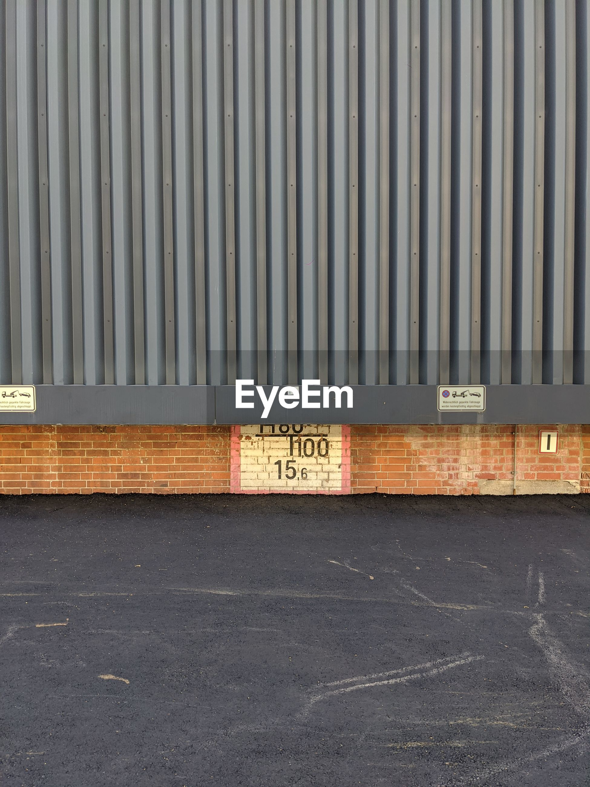 TEXT ON WALL BY STREET