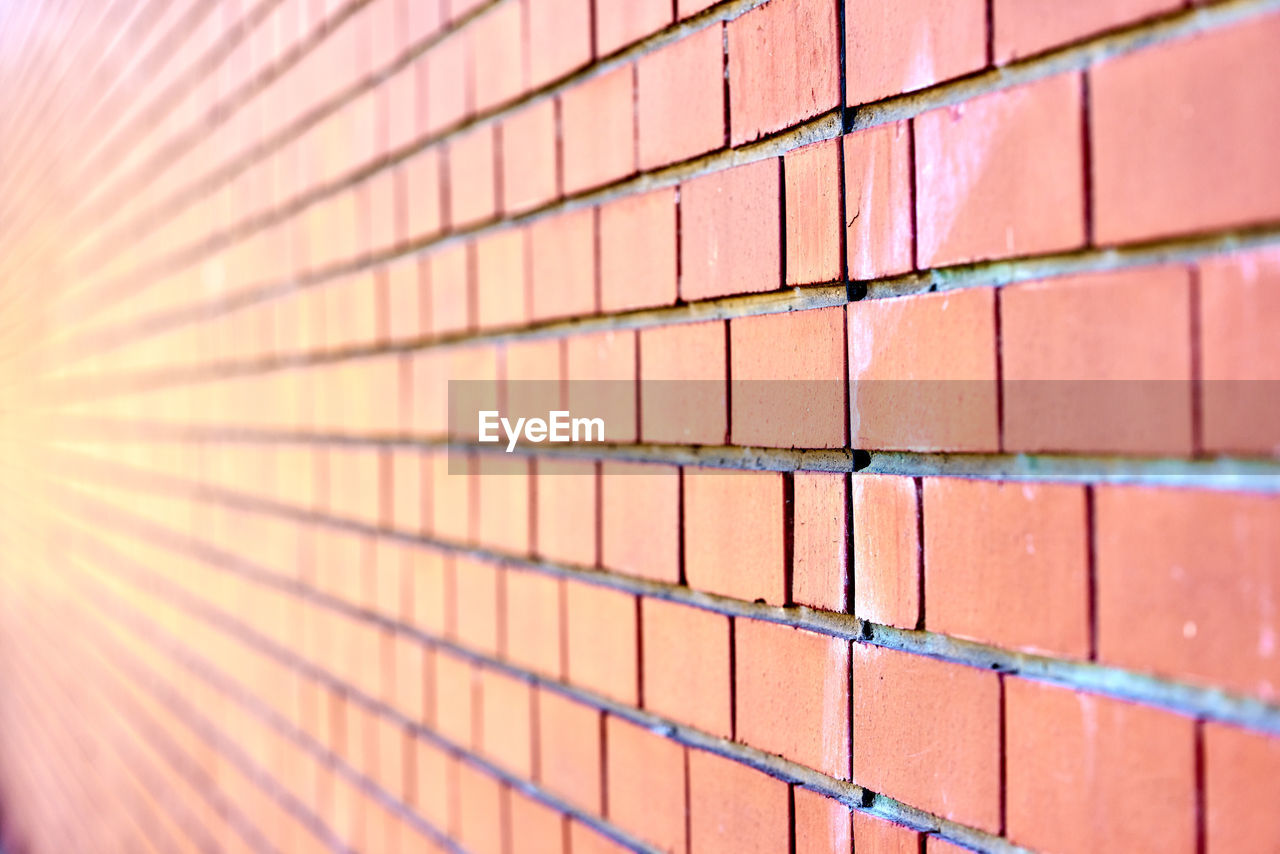 brick wall, brick, full frame, pattern, wall - building feature, wall, architecture, built structure, backgrounds, no people, close-up, day, red, textured, selective focus, repetition, outdoors, brown, in a row, sunlight