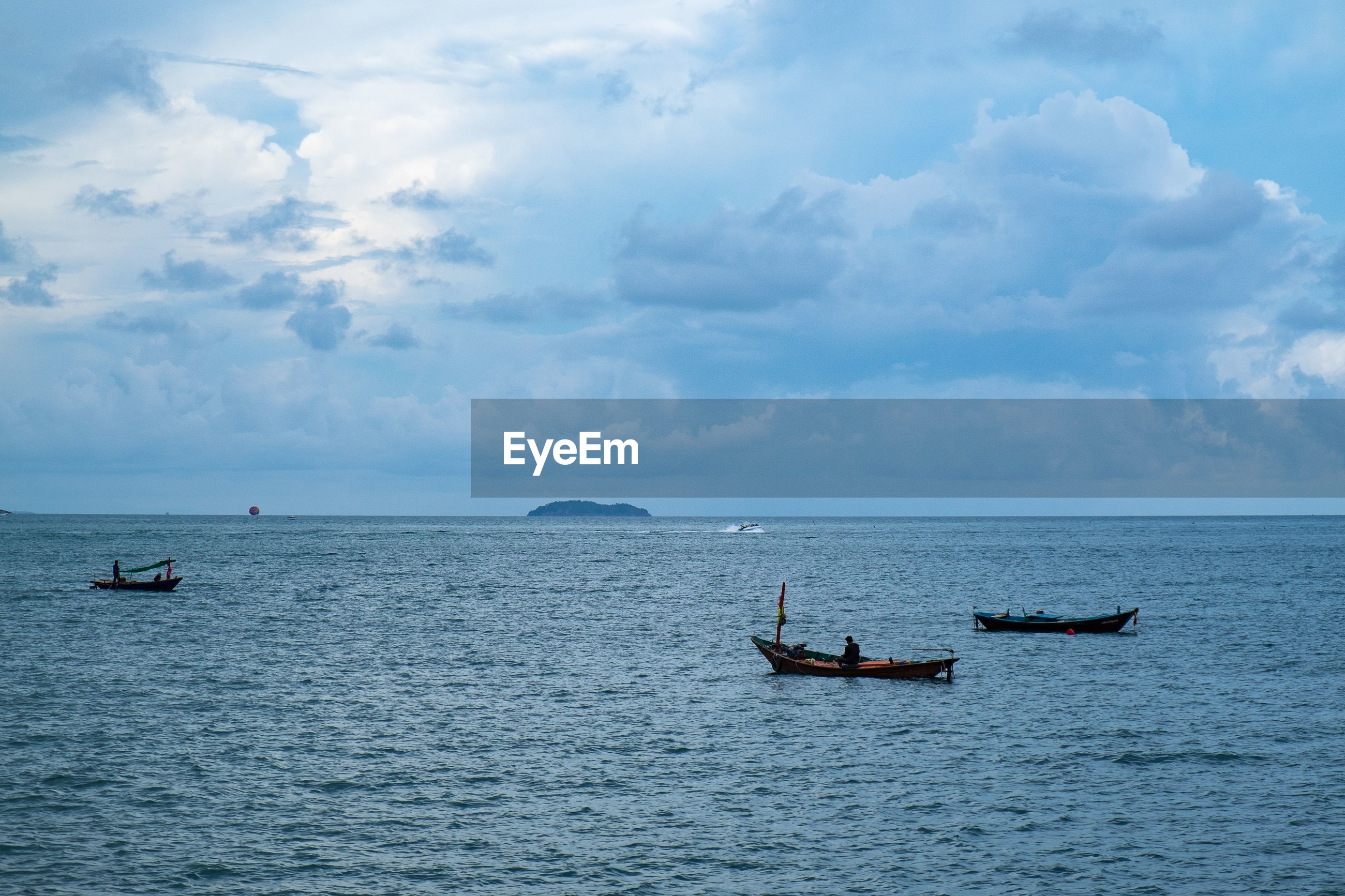 VIEW OF FISHING BOATS IN SEA AGAINST SKY