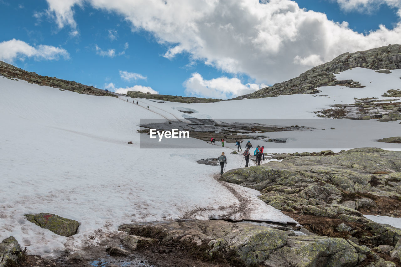 cloud - sky, sky, mountain, beauty in nature, leisure activity, real people, scenics - nature, lifestyles, hiking, non-urban scene, nature, men, day, activity, people, walking, group of people, adventure, snow, tranquil scene, mountain range, outdoors