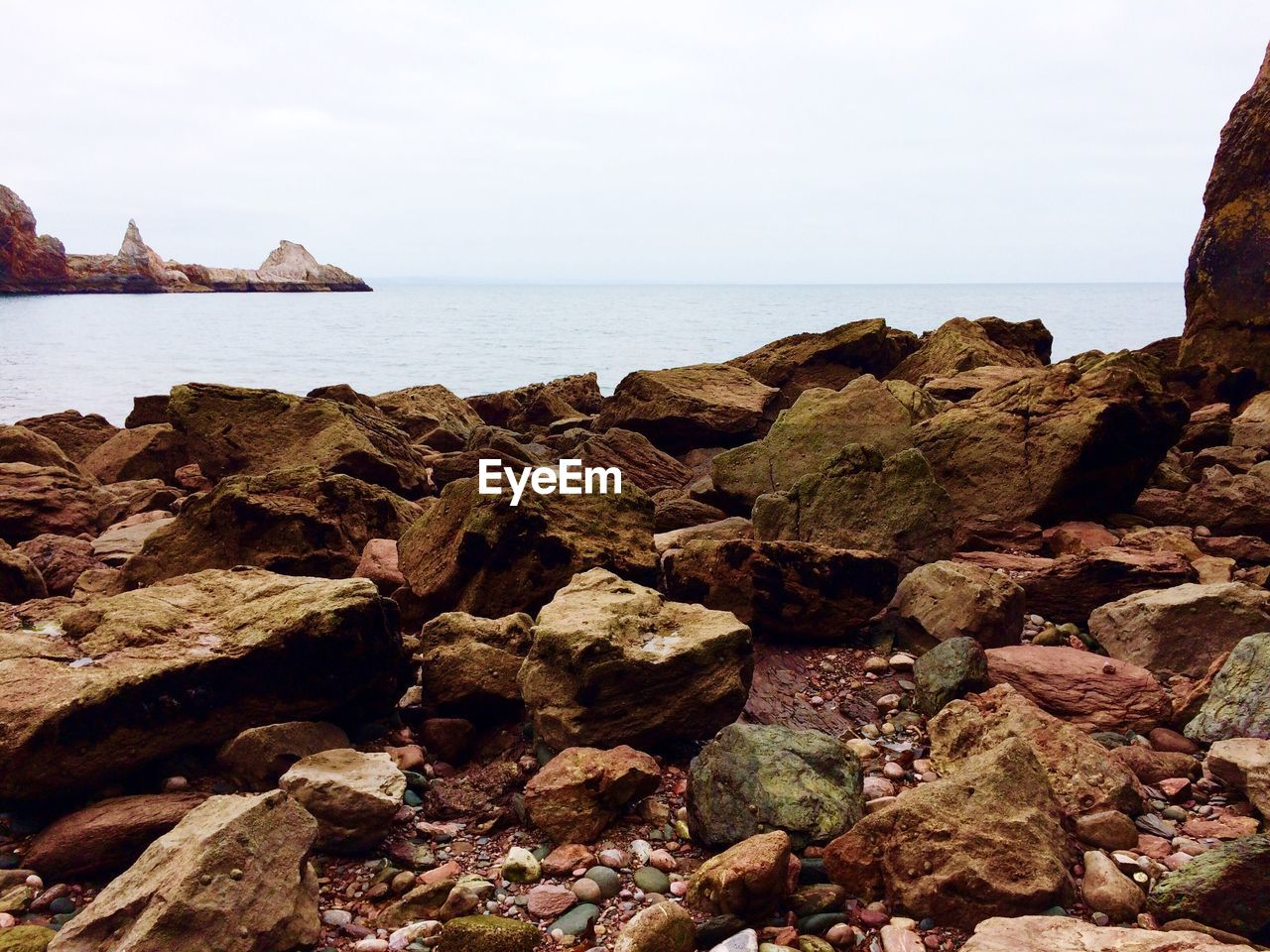 sea, rock - object, rock formation, water, scenics, nature, tranquility, horizon over water, beauty in nature, cliff, tranquil scene, no people, outdoors, sky, day, beach