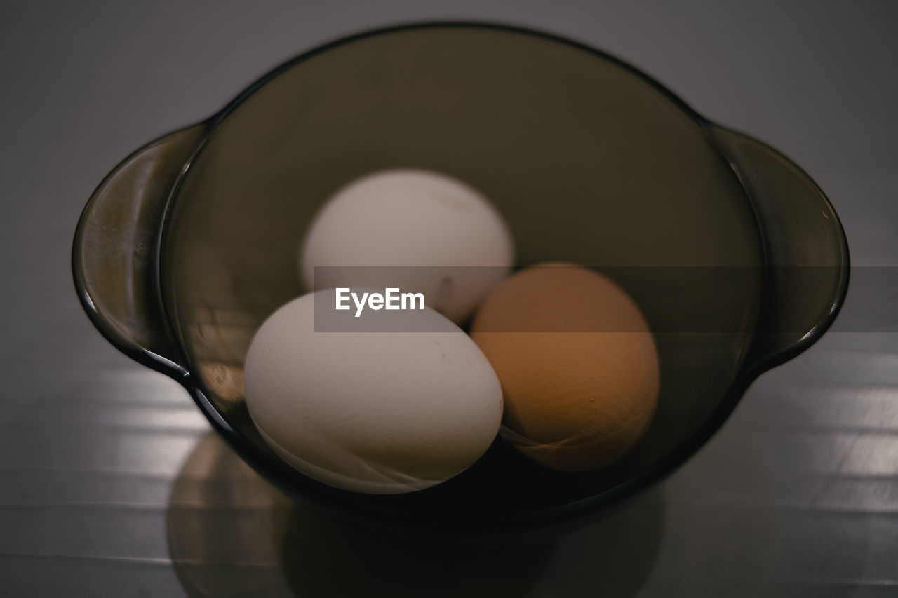 HIGH ANGLE VIEW OF EGGS IN CONTAINER