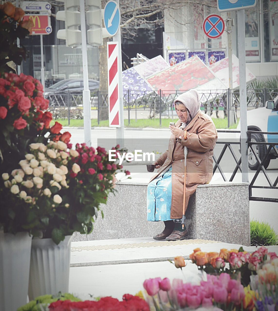 flower, one person, full length, mid adult, retail, day, real people, bouquet, outdoors, flower shop, gift, store, standing, warm clothing, building exterior, women, flower market, market, lifestyles, beautiful woman, freshness, one woman only, only women, tree, adult, florist, people, adults only