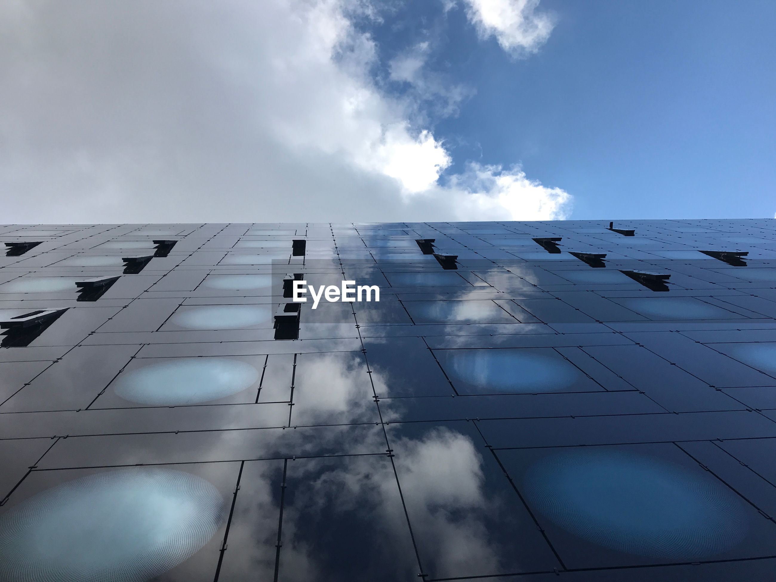 LOW ANGLE VIEW OF BUILDING AGAINST SKY