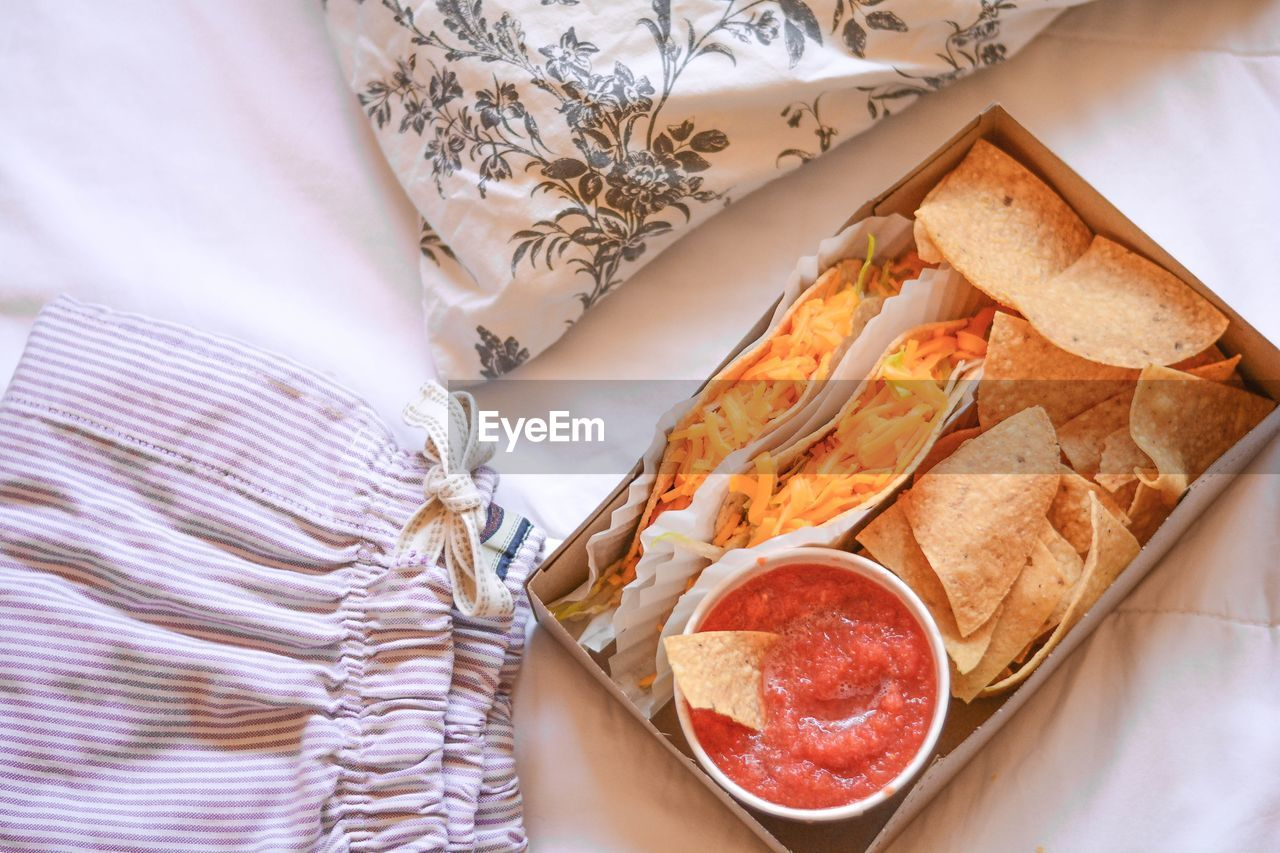 HIGH ANGLE VIEW OF BREAKFAST IN TRAY