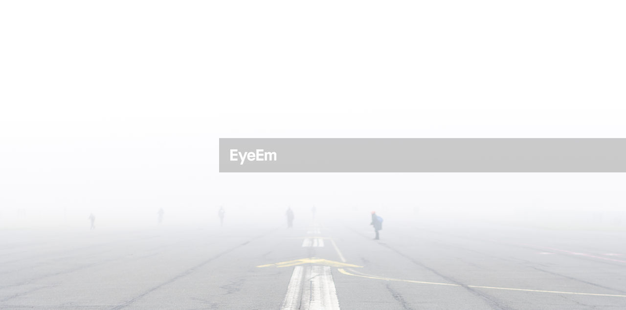 fog, direction, the way forward, full length, day, real people, copy space, nature, transportation, rear view, walking, men, lifestyles, leisure activity, unrecognizable person, outdoors, sky, road, people, diminishing perspective