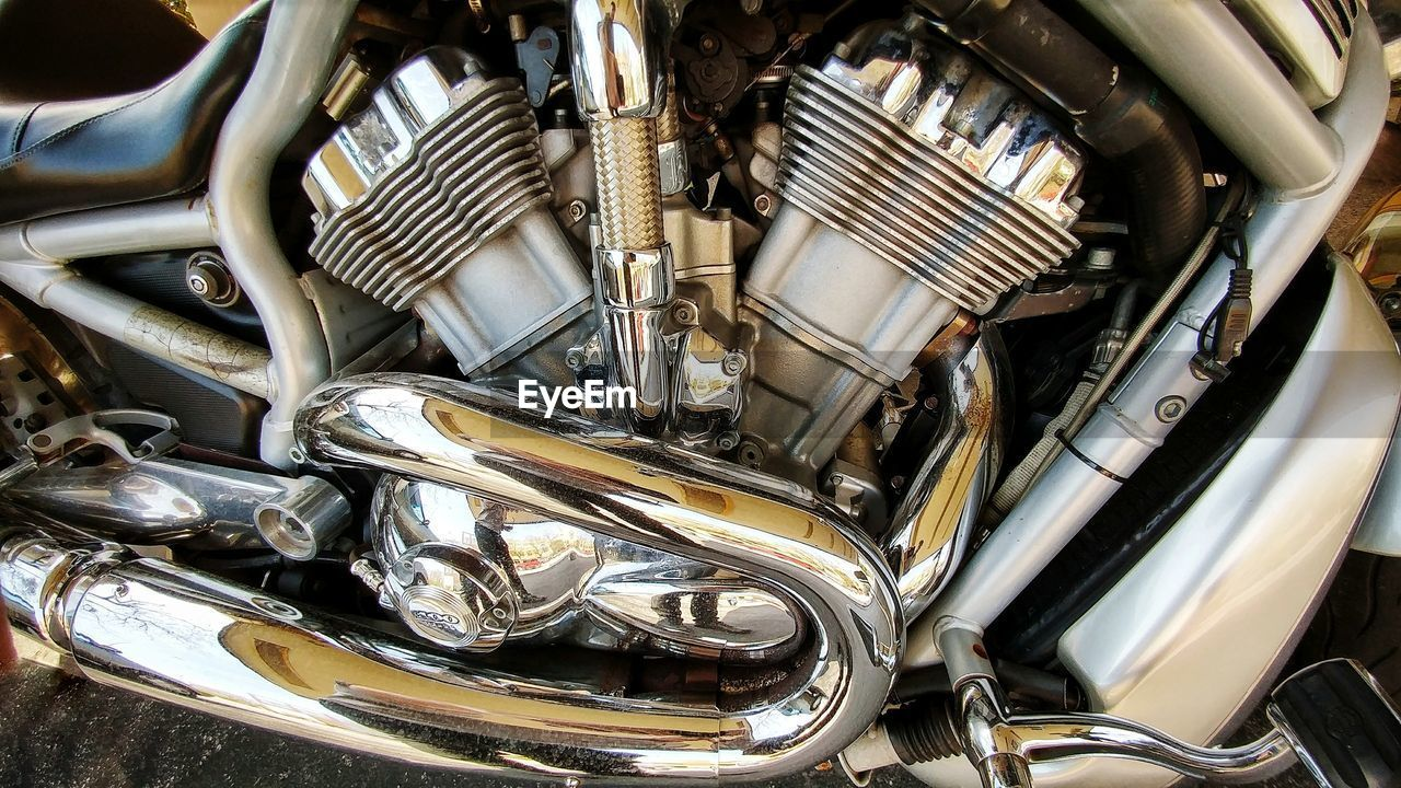 metal, no people, transportation, car, engine, shiny, backgrounds, close-up, indoors, day