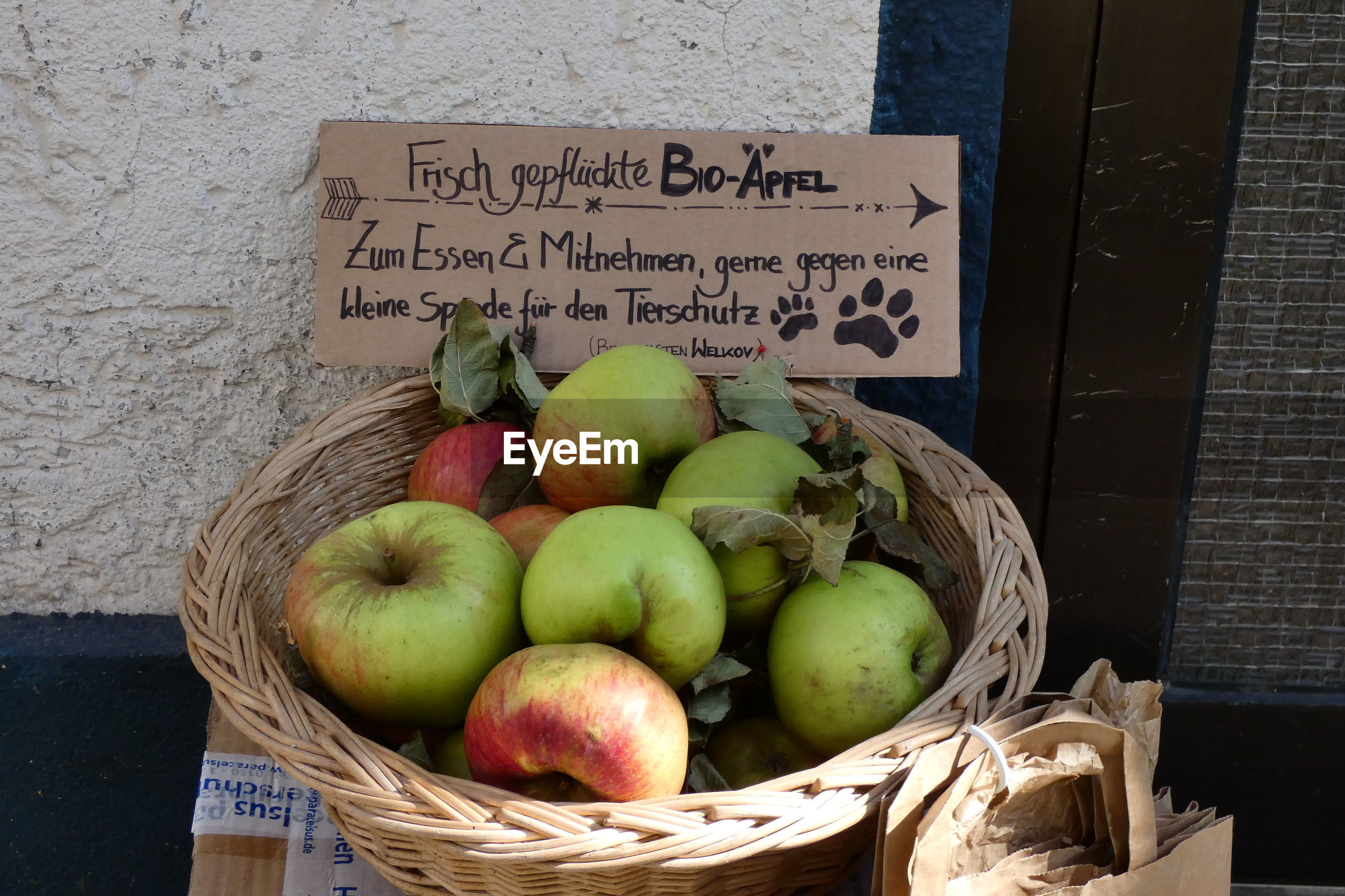 APPLES IN BASKET FOR SALE