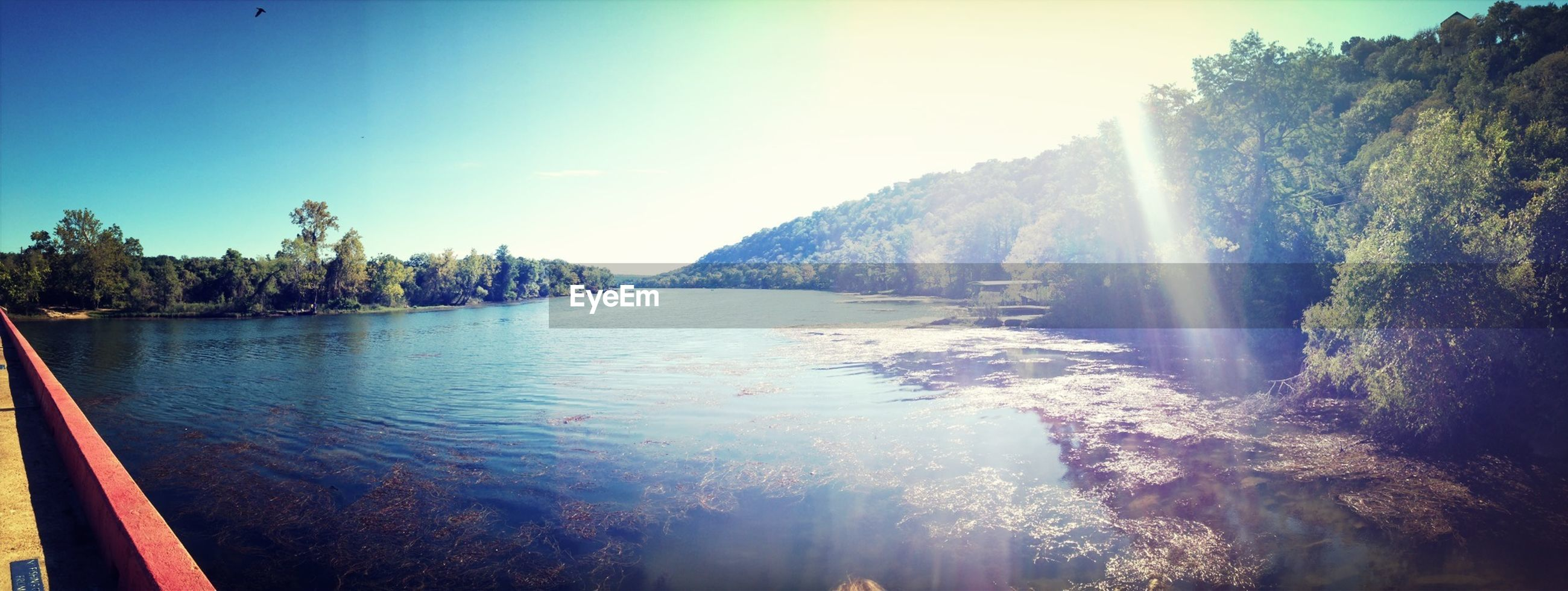 water, scenics, beauty in nature, tranquil scene, tranquility, sunbeam, sunlight, mountain, sun, nature, tree, sky, lens flare, clear sky, idyllic, panoramic, lake, sunny, reflection, river
