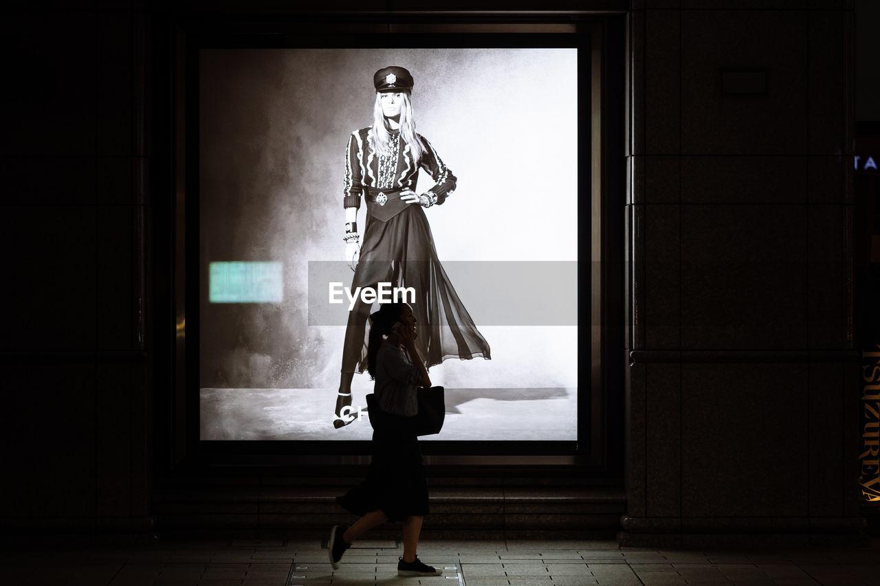 FULL LENGTH OF WOMAN WALKING IN BUILDING