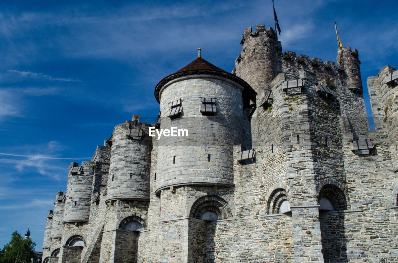 Low angle view of gravensteen castle against the sky